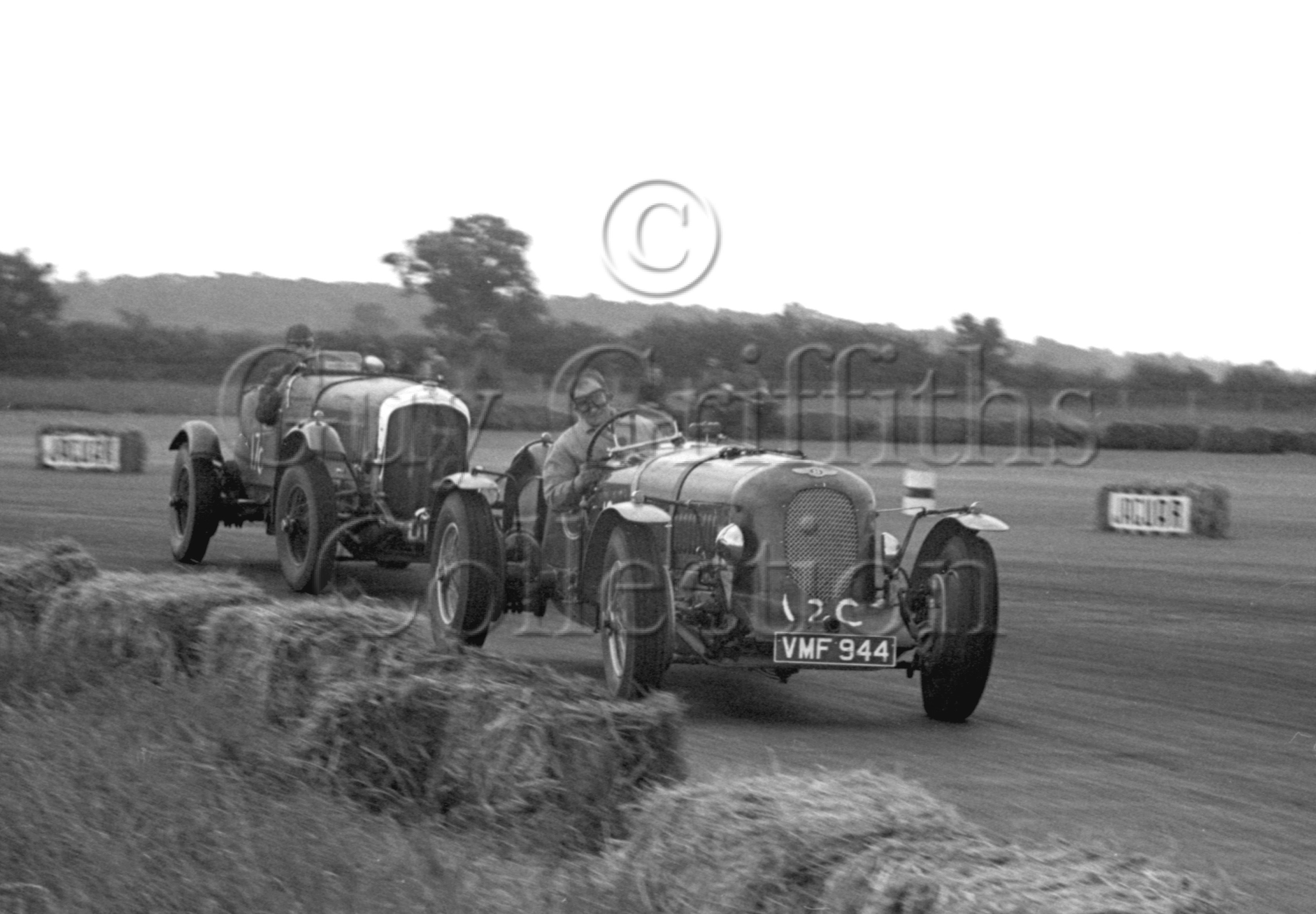 32-294–S-J-Lawrence–Bentley–Silverstone–17-06-1950.jpg - The Guy Griffiths Collection