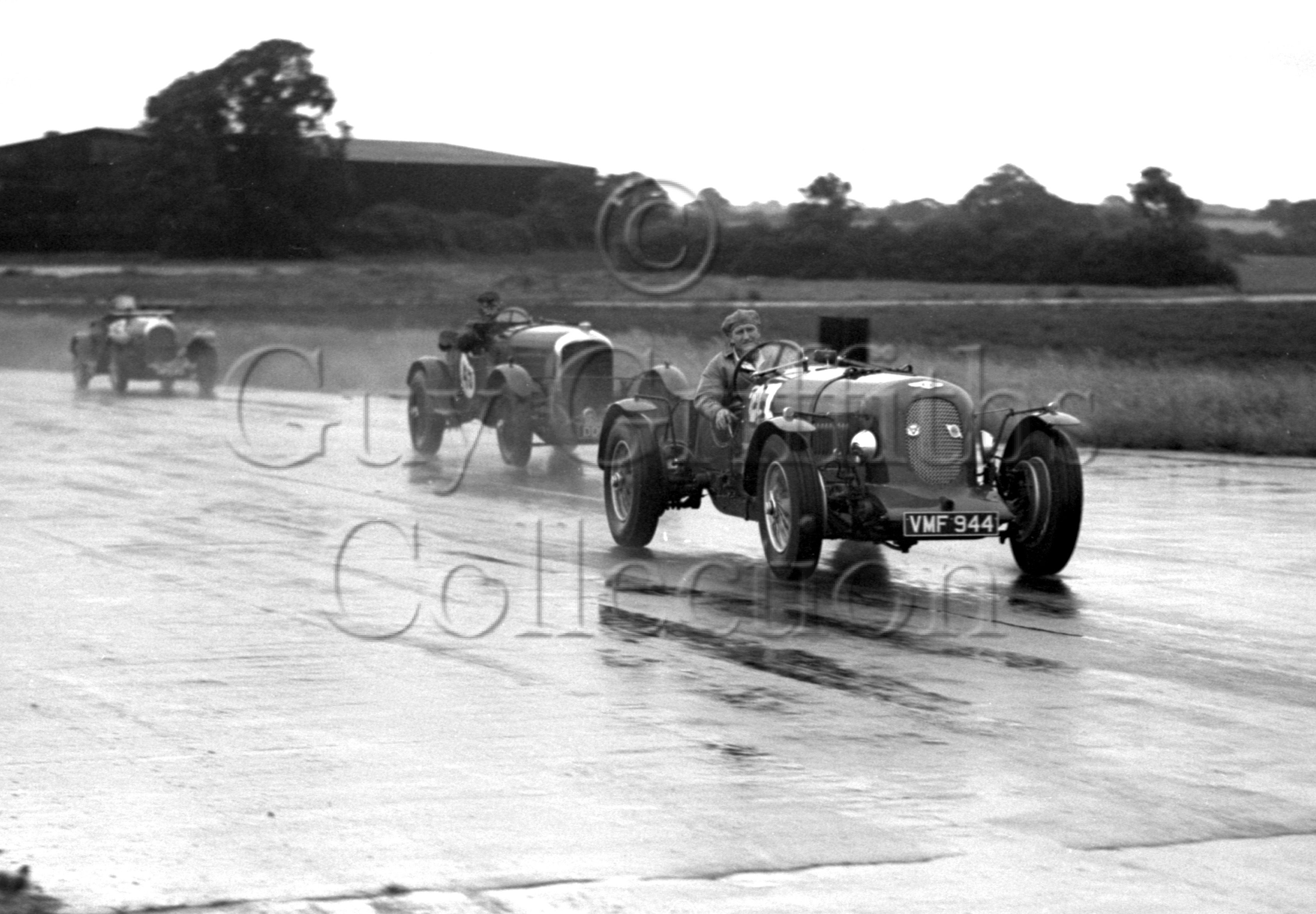 33-583–S-J-Lawrence–Bentley–Silverstone–15-07-1950.jpg - The Guy Griffiths Collection