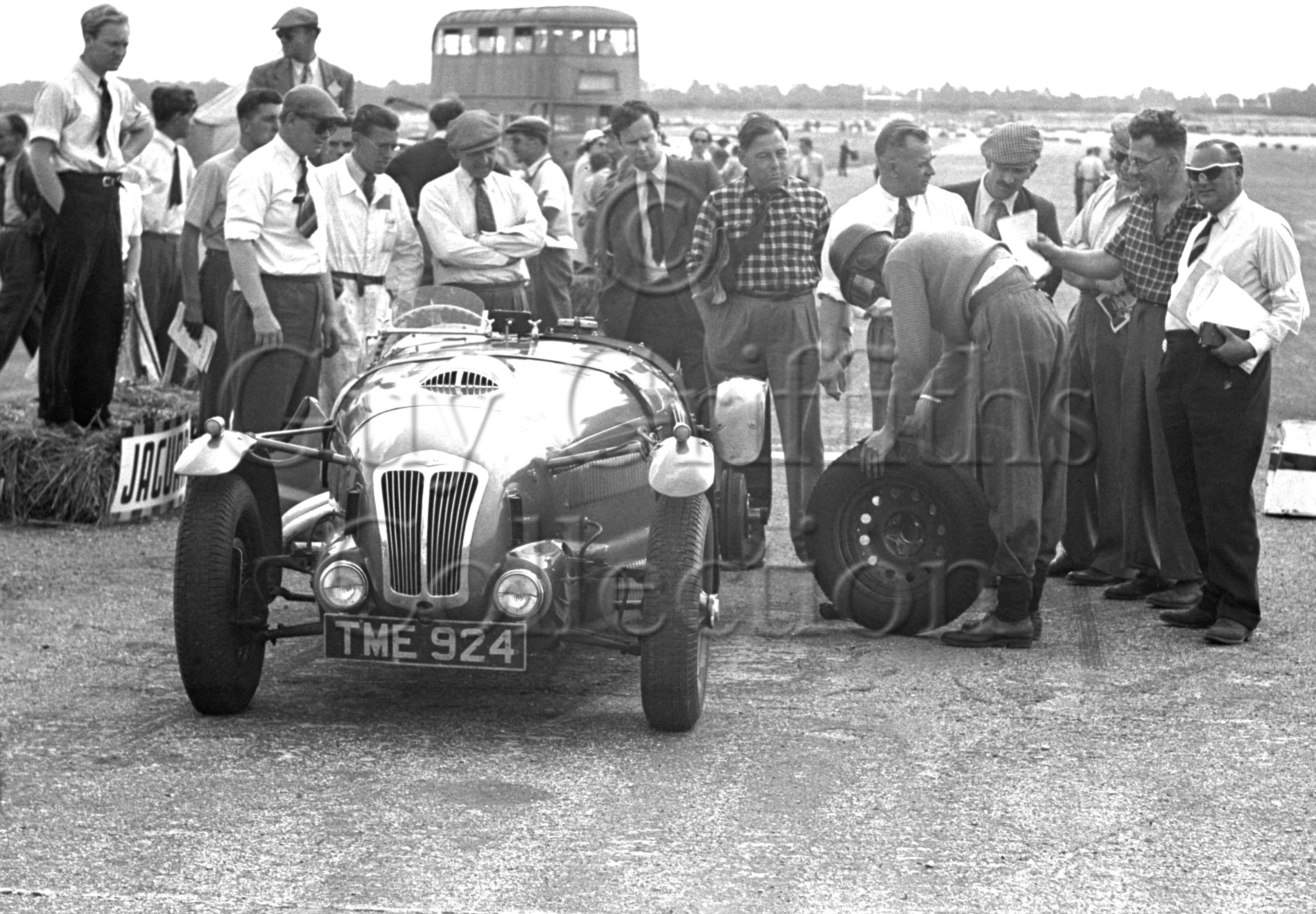 34-273–T-Crook–Frazer-Nash–Silverstone–29-07-1950.jpg - The Guy Griffiths Collection
