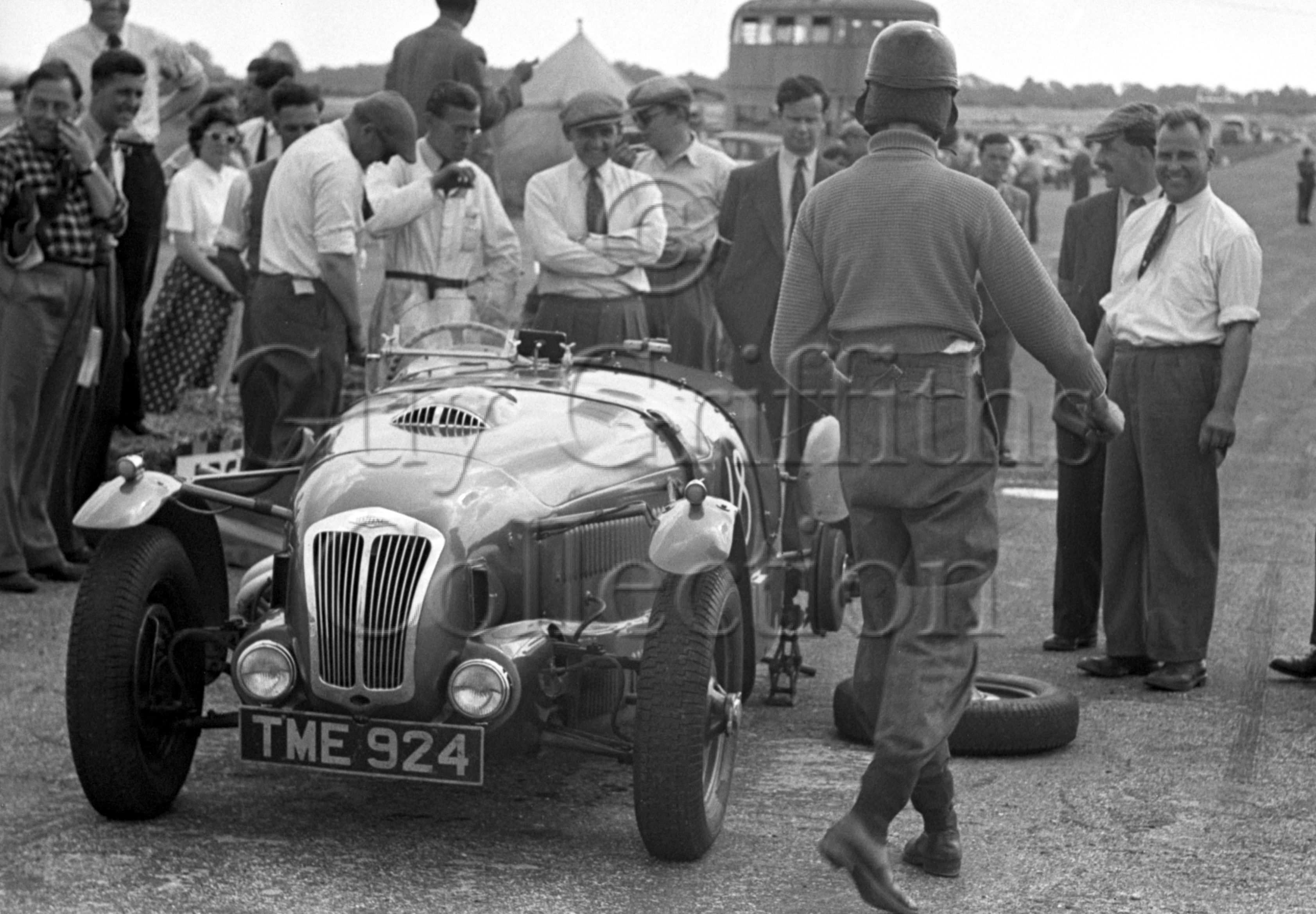 34-274–T-Crook–Frazer-Nash–Silverstone–28-07-1950.jpg - The Guy Griffiths Collection