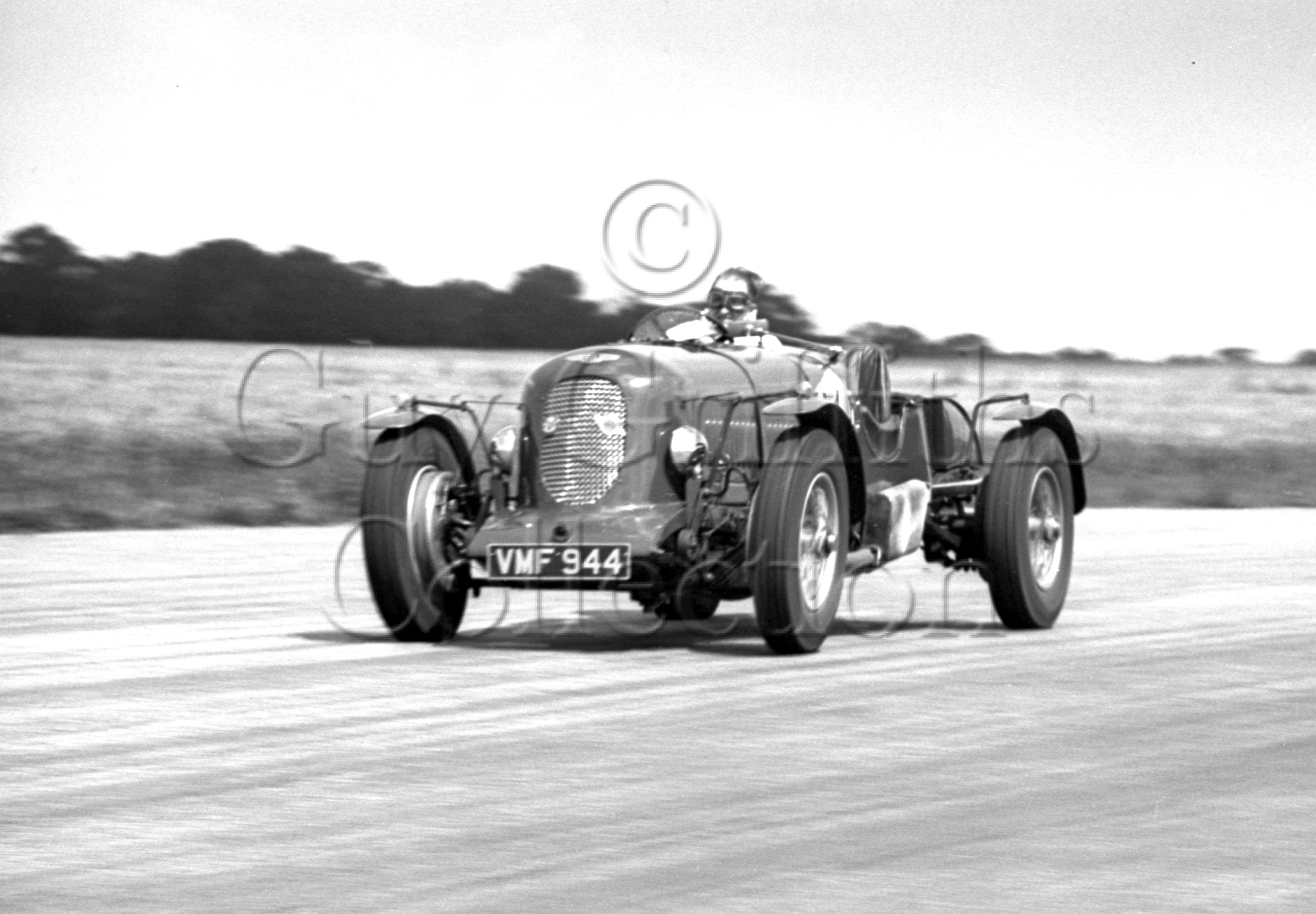 34-673–S-J-Lawrence–Bentley–Silverstone–29-07-1950.jpg - The Guy Griffiths Collection