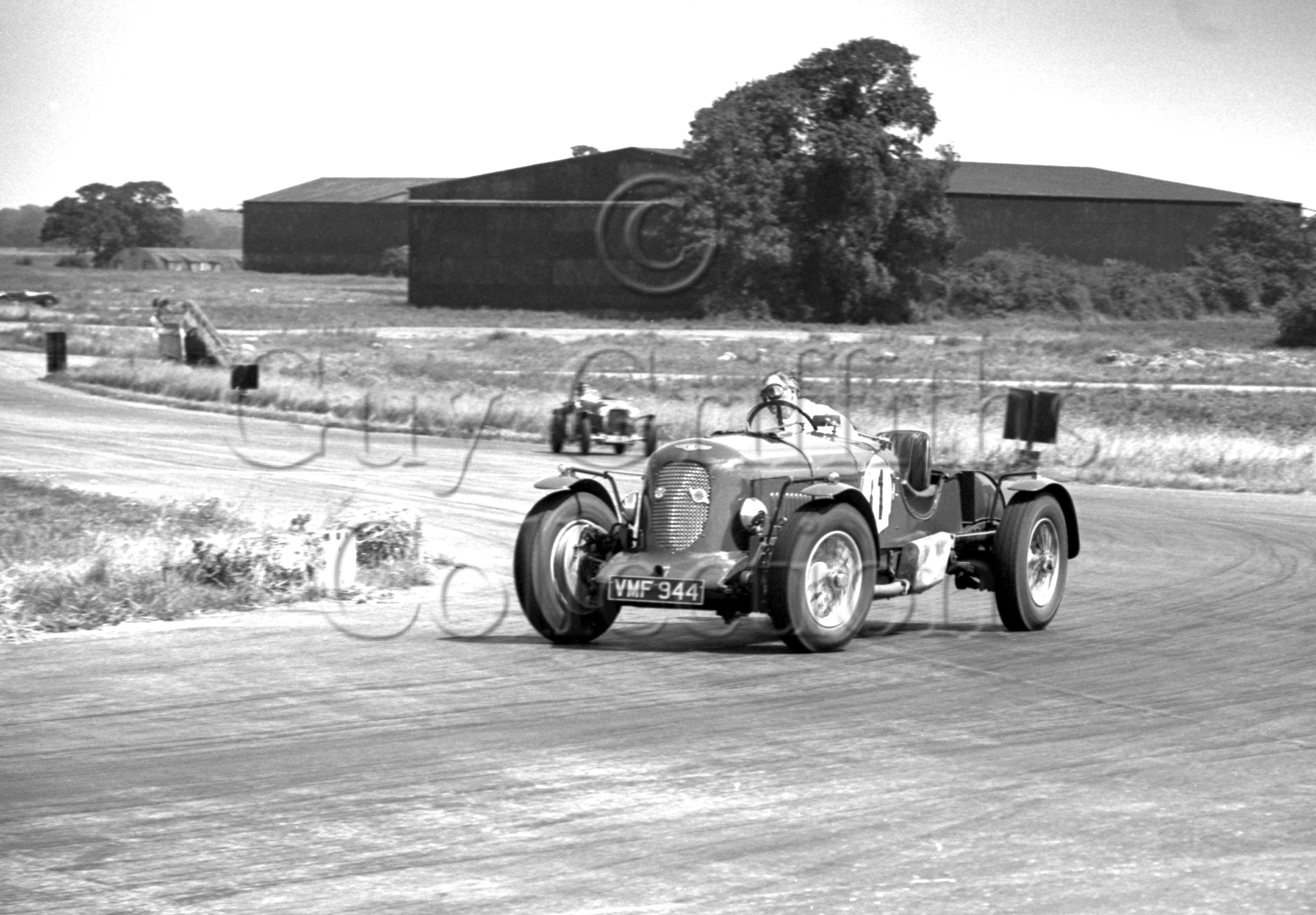 34-704–S-J-Lawrence–Bentley-Silverstone–29-07-1950.jpg - The Guy Griffiths Collection