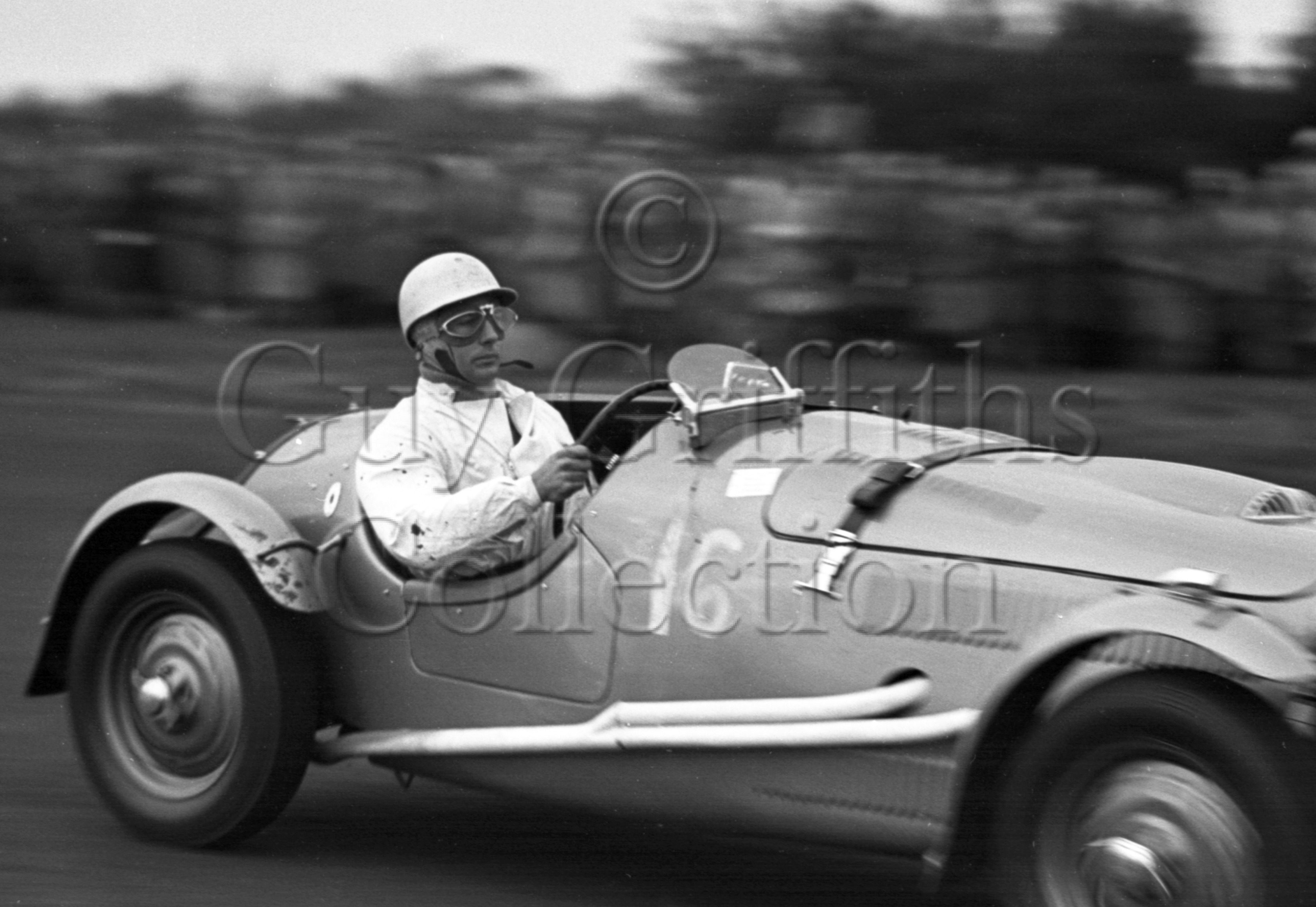 38-232–S-Moss–Frazer-Nash–Castle-Combe–07-10-1950.jpg - The Guy Griffiths Collection
