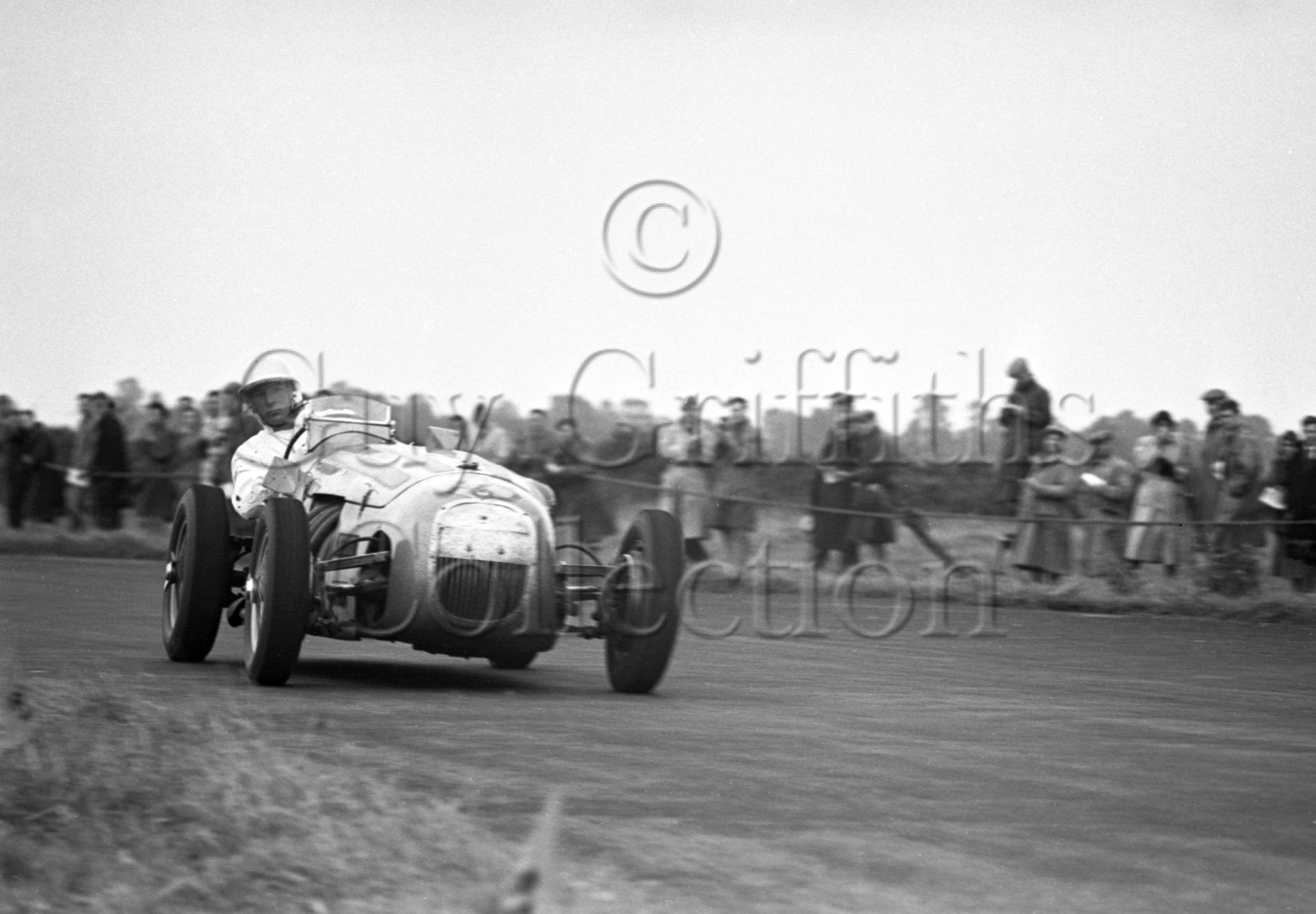 38-92–S-Moss–HWM–Castle-Combe–07-10-1950.jpg - The Guy Griffiths Collection