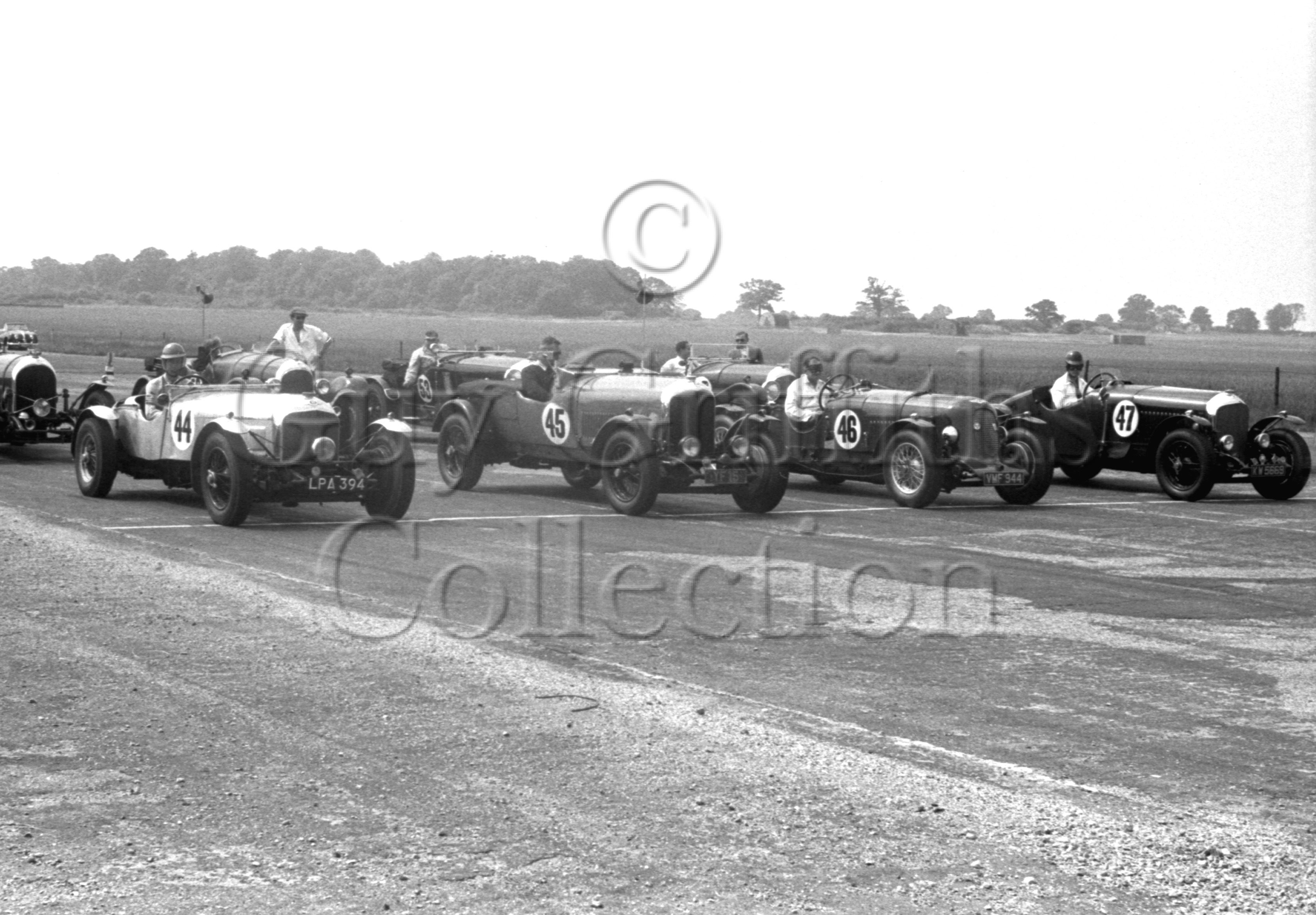 47-525–S-J-Lawrence–Bentley–Silverstone–21-07-1951.jpg - The Guy Griffiths Collection