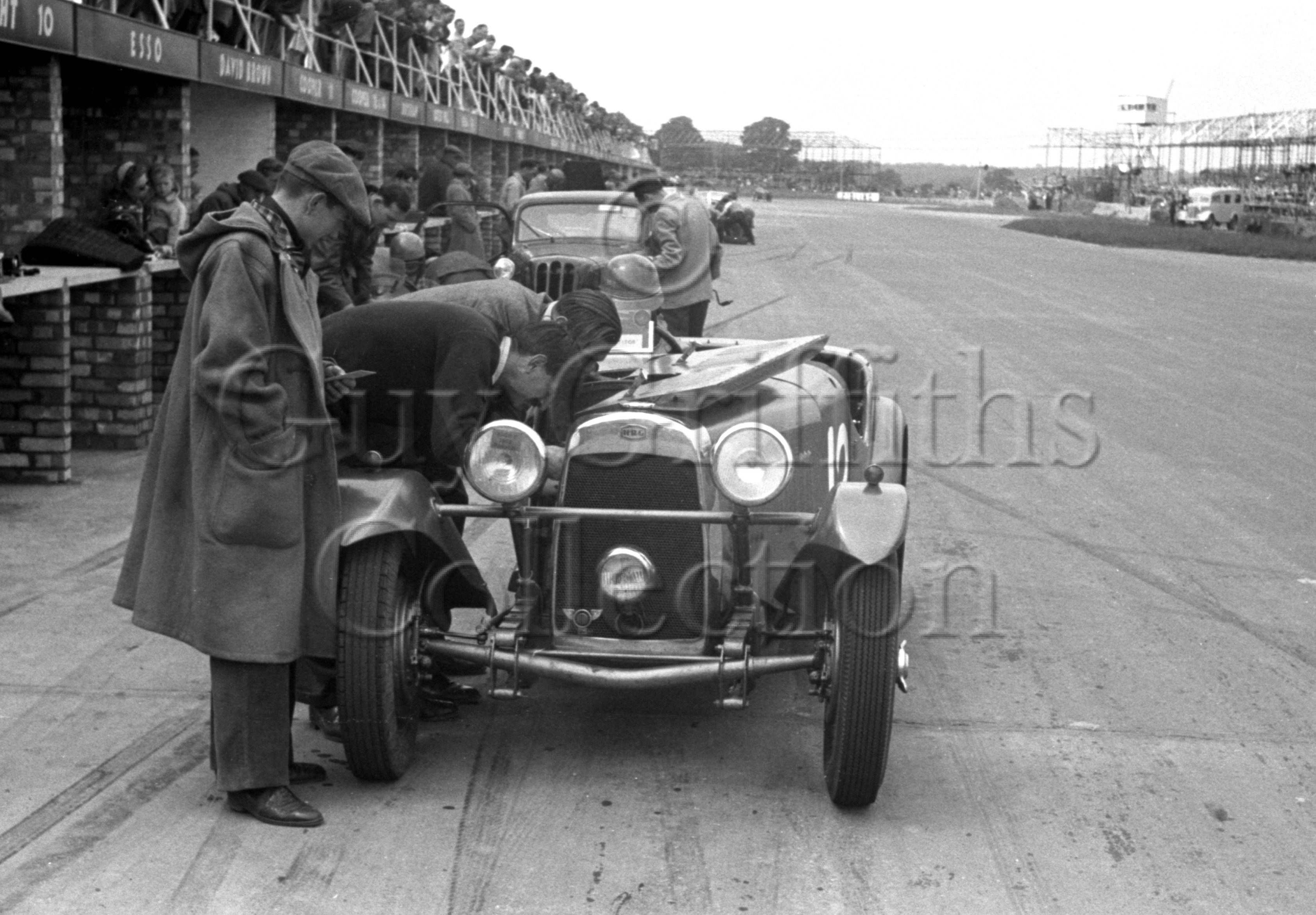 55-872–A-S-Friend–HRG–Silverstone–07-06-1952.jpg - The Guy Griffiths Collection