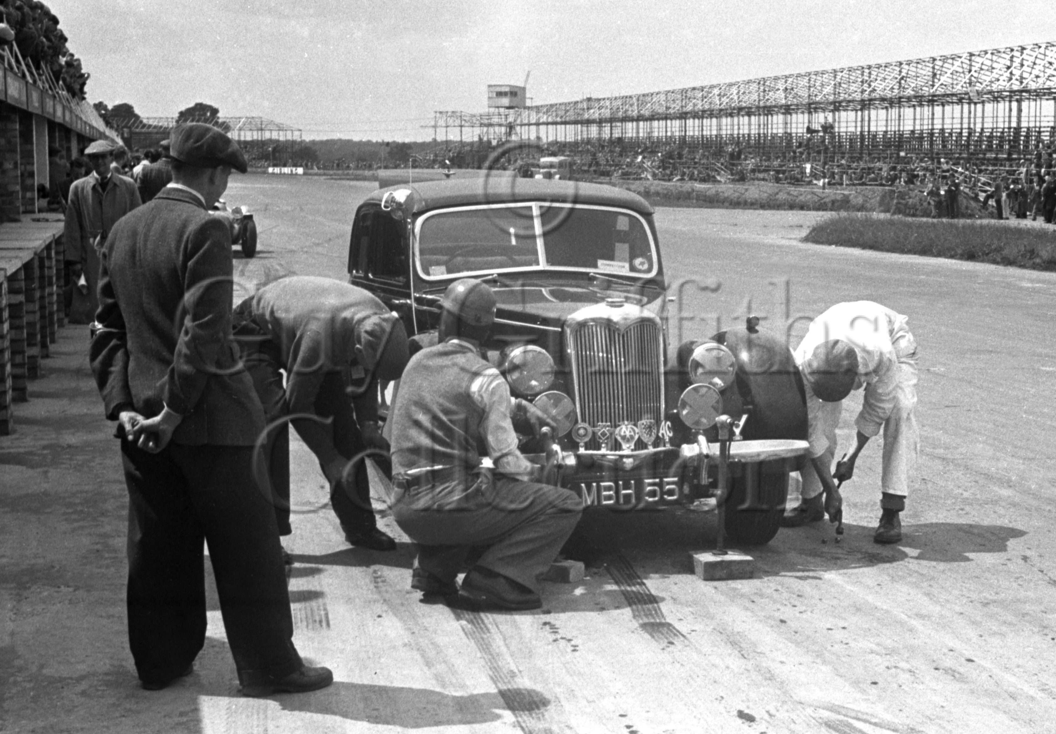 55-996–W-Smith–Riley–Silverstone–07-06-1952.jpg - The Guy Griffiths Collection