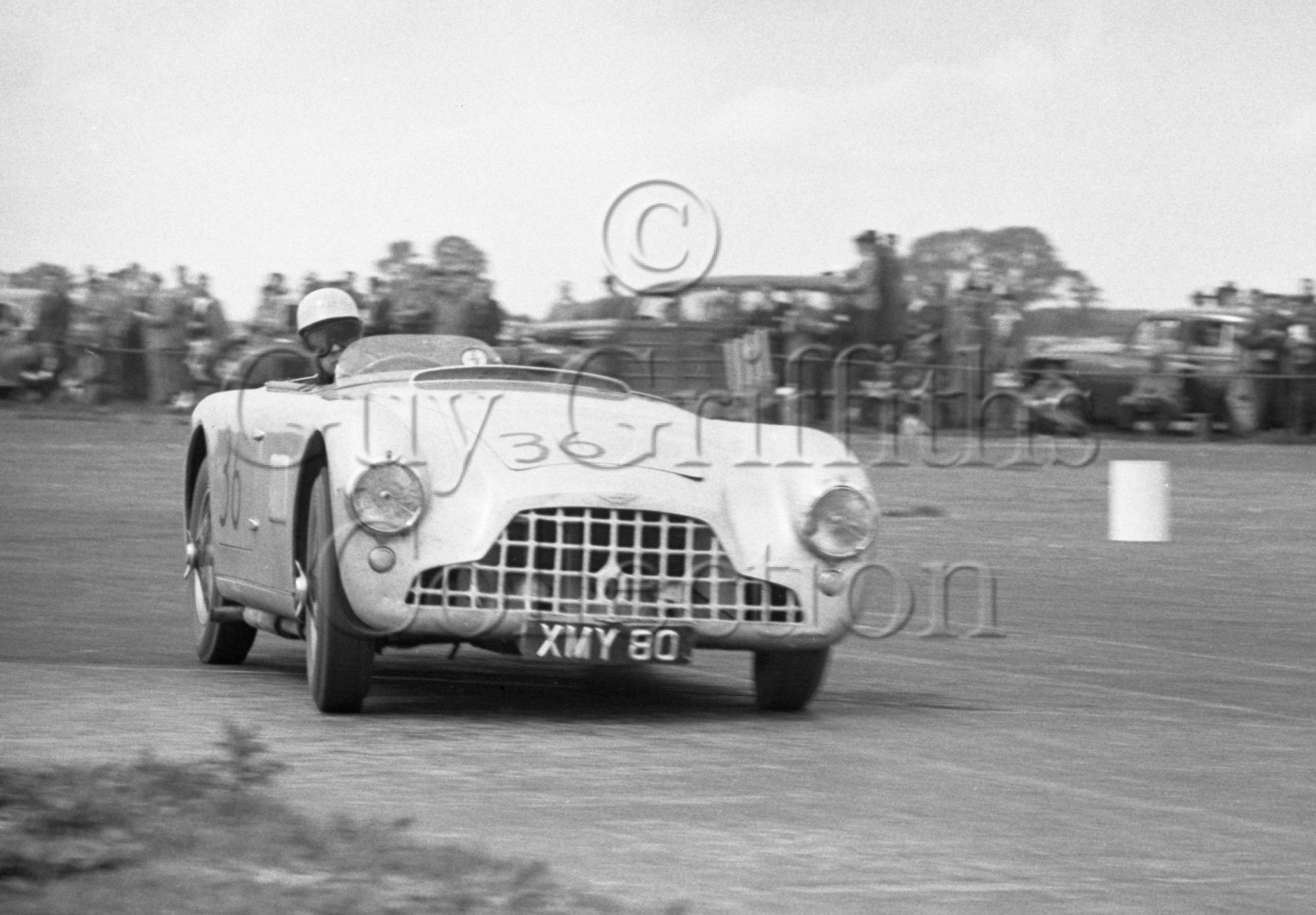 70-574–E-Thompson–Aston-Martin-DB3–Snetterton–30-05-1953.jpg - The Guy Griffiths Collection