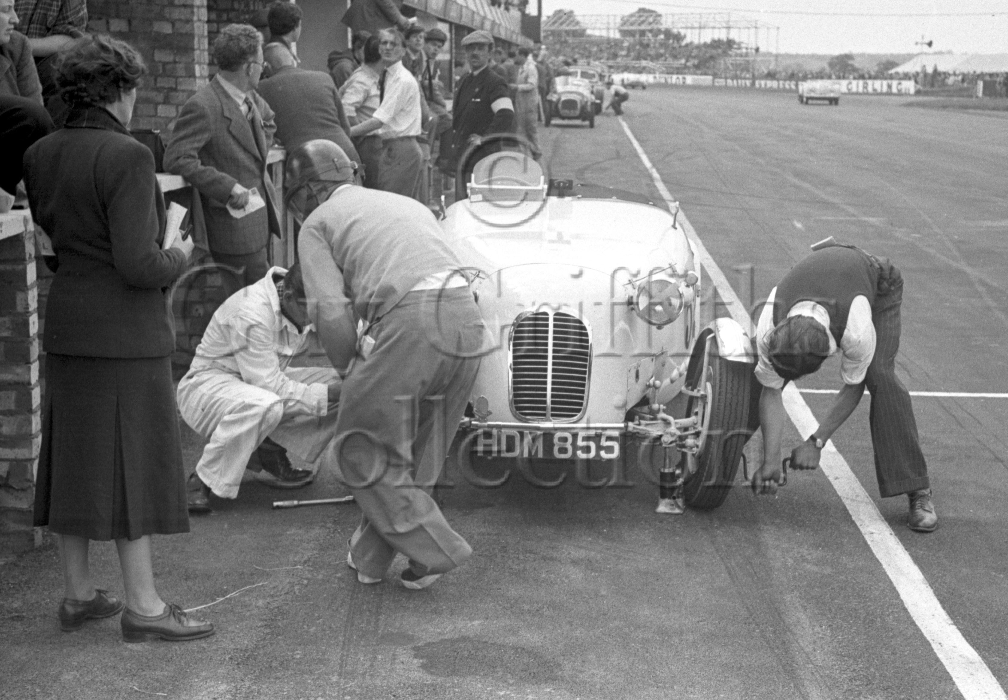 71-446–H-Porteous–Porteous-Buckler–Silverstone–30-08-1952.jpg - The Guy Griffiths Collection