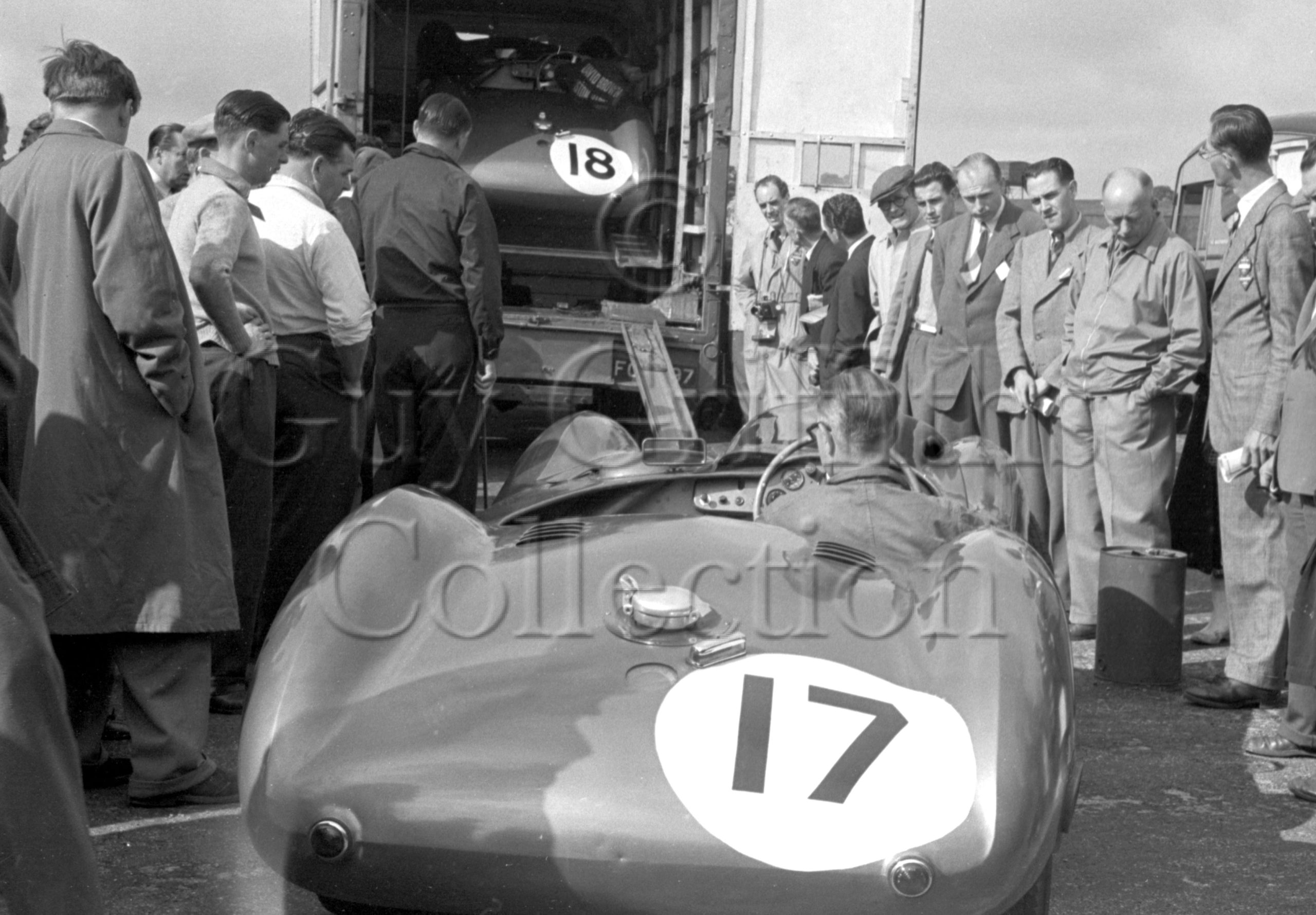 73-951–Parnell–Collins–Aston-Martin–Silverstone–18-07-1953.jpg - Guy Griffiths Collection