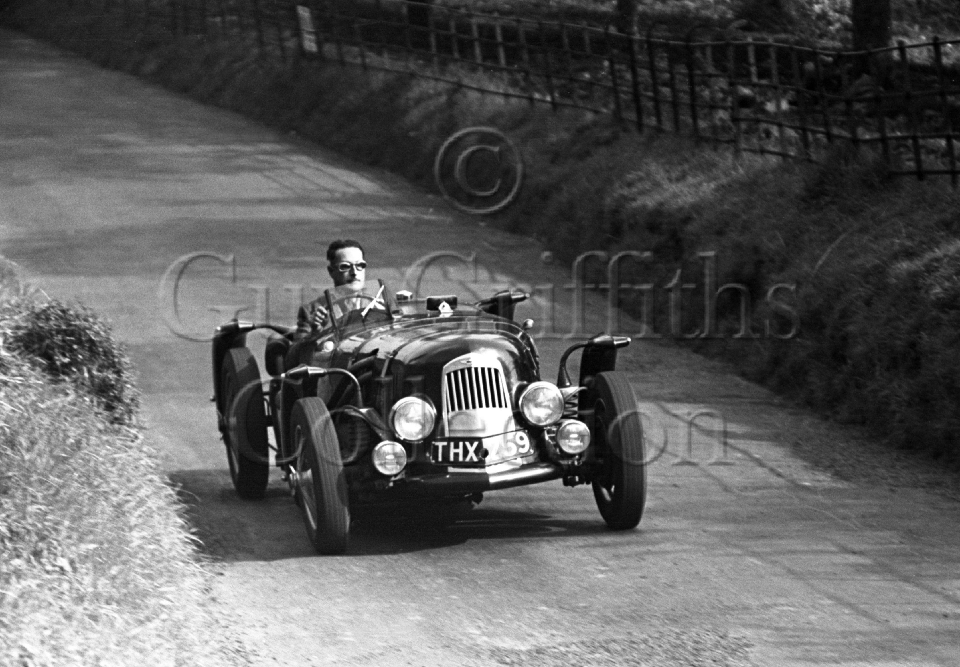 8-502–J-Horsfall–Aston-Martin–Shelsley–25-09-1948.jpg - The Guy Griffiths Collection