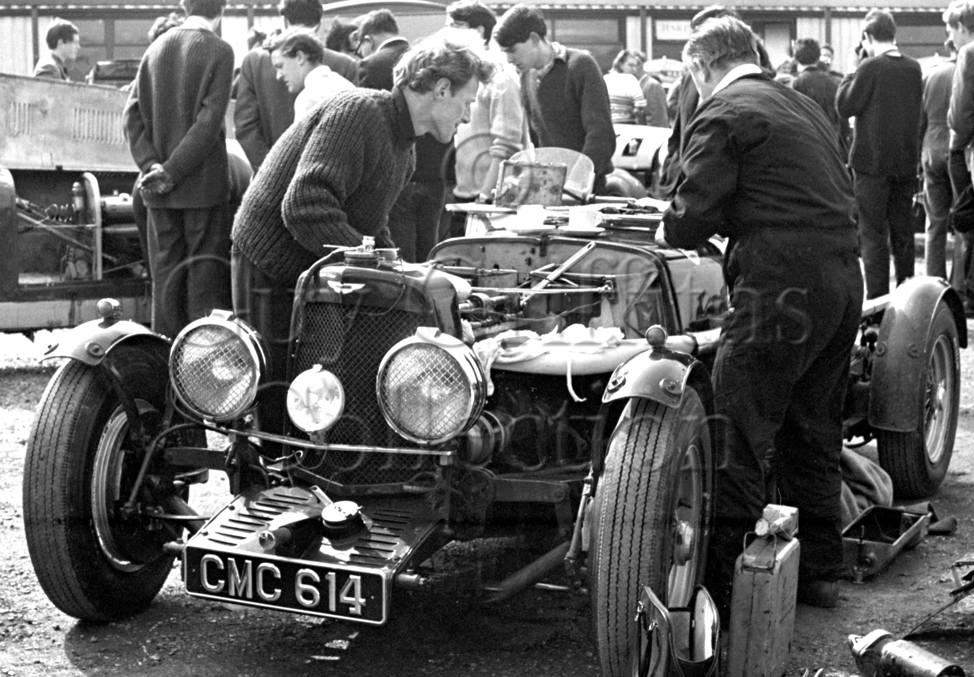82-172–Aston-Martin–Silverstone–08-04-1964.jpg - The Guy Griffiths Collection