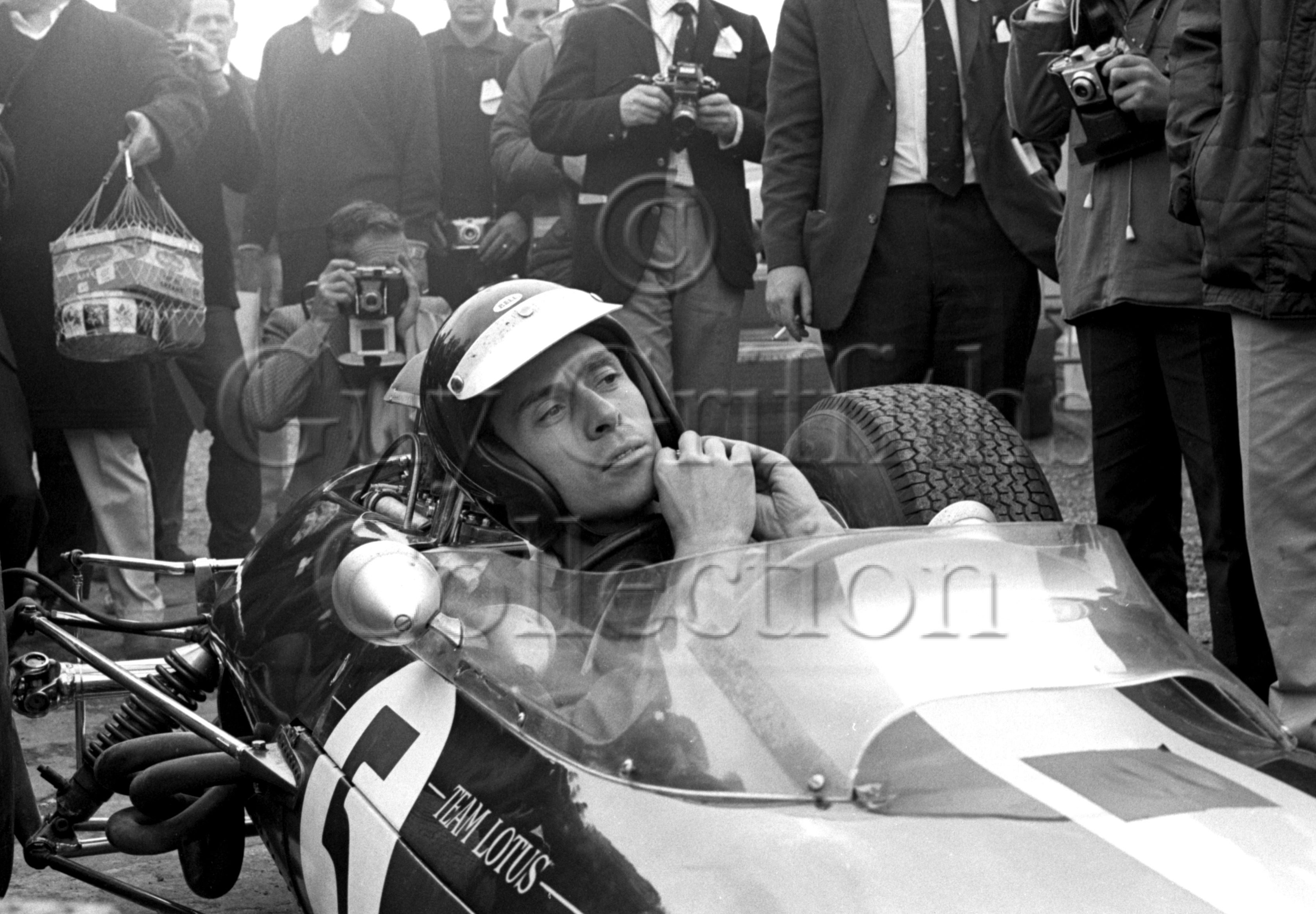 92-555–J-Clark–Lotus–Silverstone–10-07-1965.jpg - The Guy Griffiths Collection