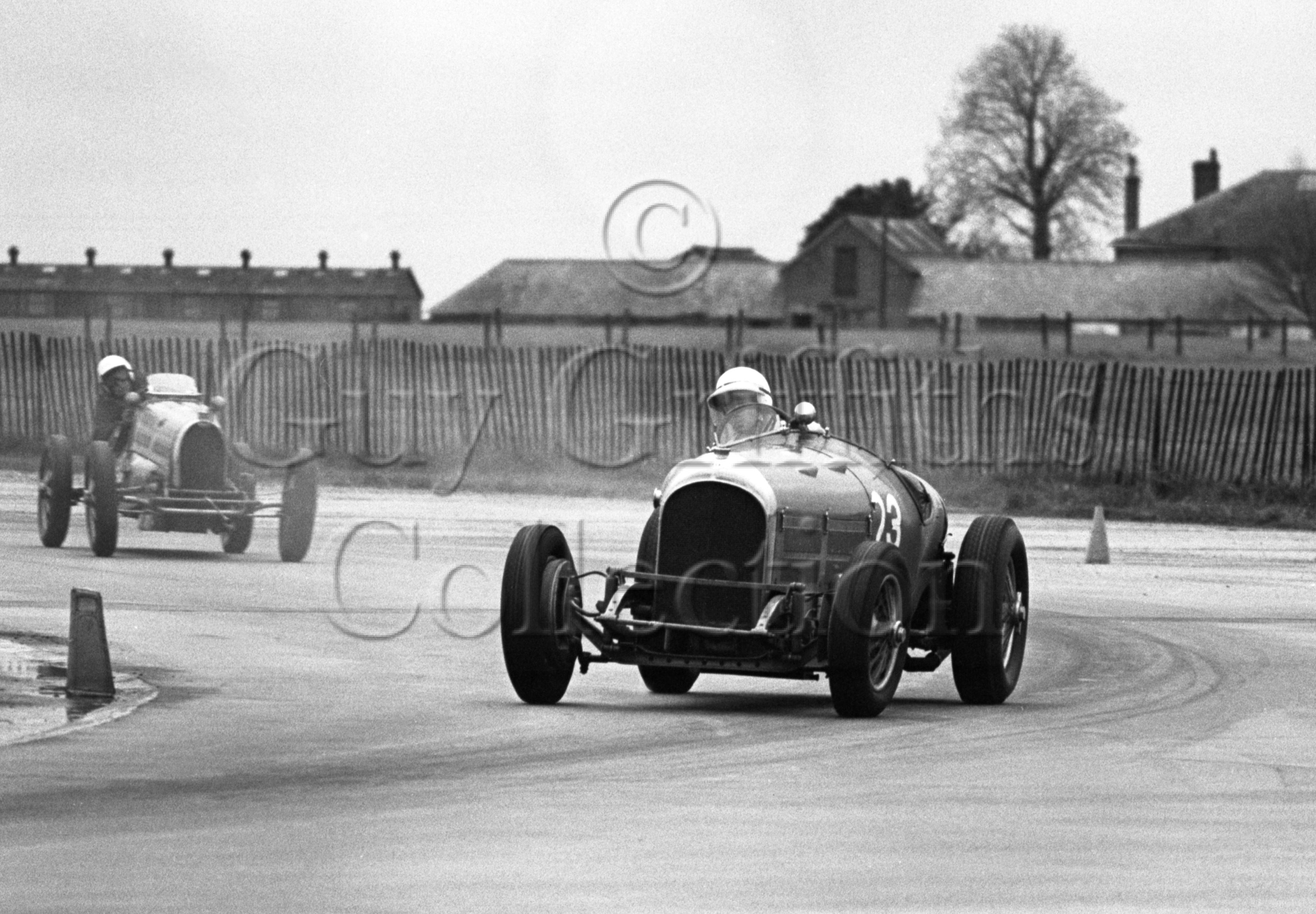 133-475–D-Llewellyn–Bentley–Silverstone–24-04-1971.jpg - The Guy Griffiths Collection