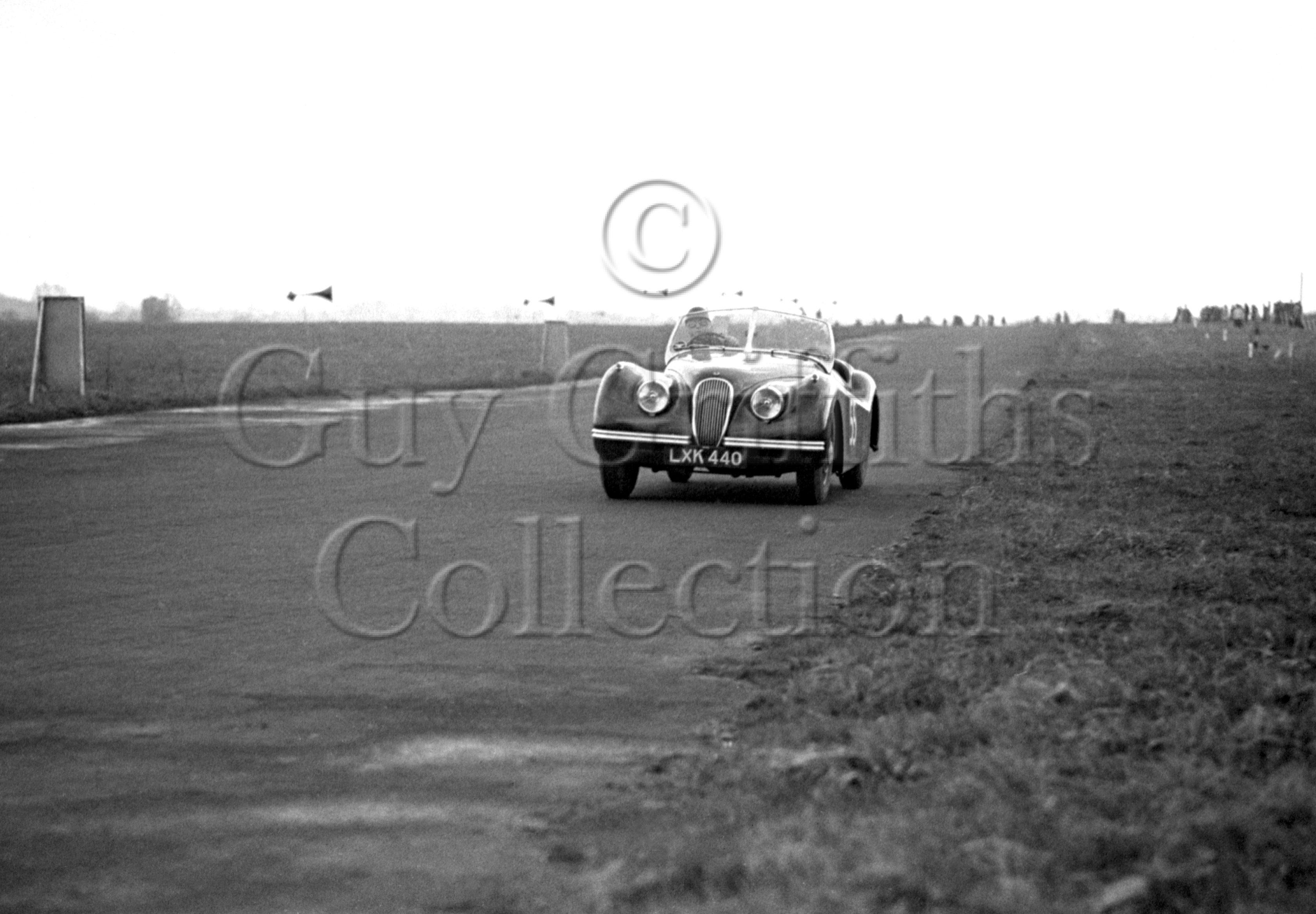 40-686–L-Leston–Jaguar–Castle-Combe–31-03-1951.jpg - The Guy Griffiths Collection