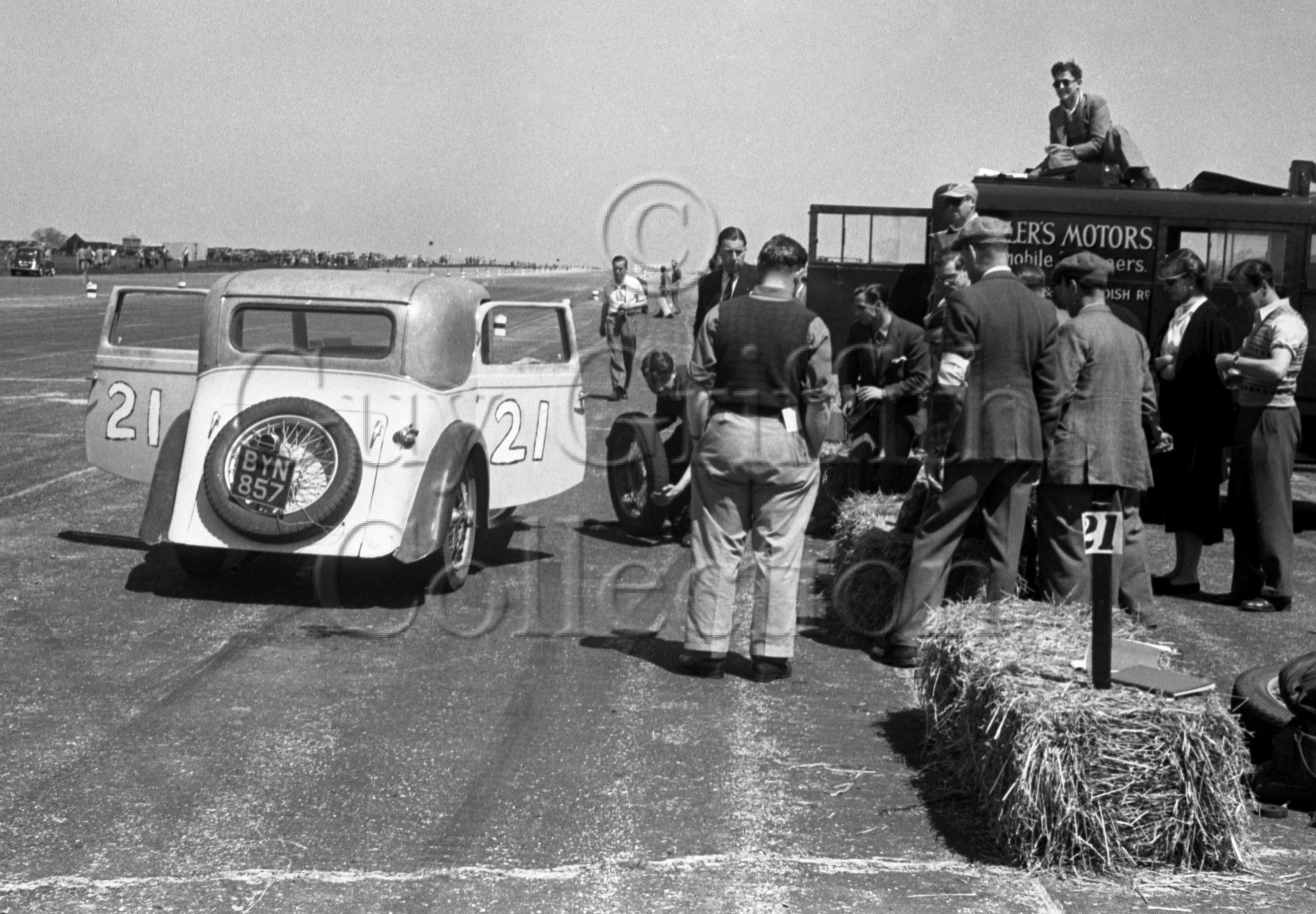 44-533–H-Dearden–Rapier–Silverstone–02-06-1951.jpg - The Guy Griffiths Collection