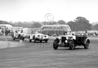 60-535–H-Cox–OM–Silverstone–30-08-1952.jpg - The Guy Griffiths Collection