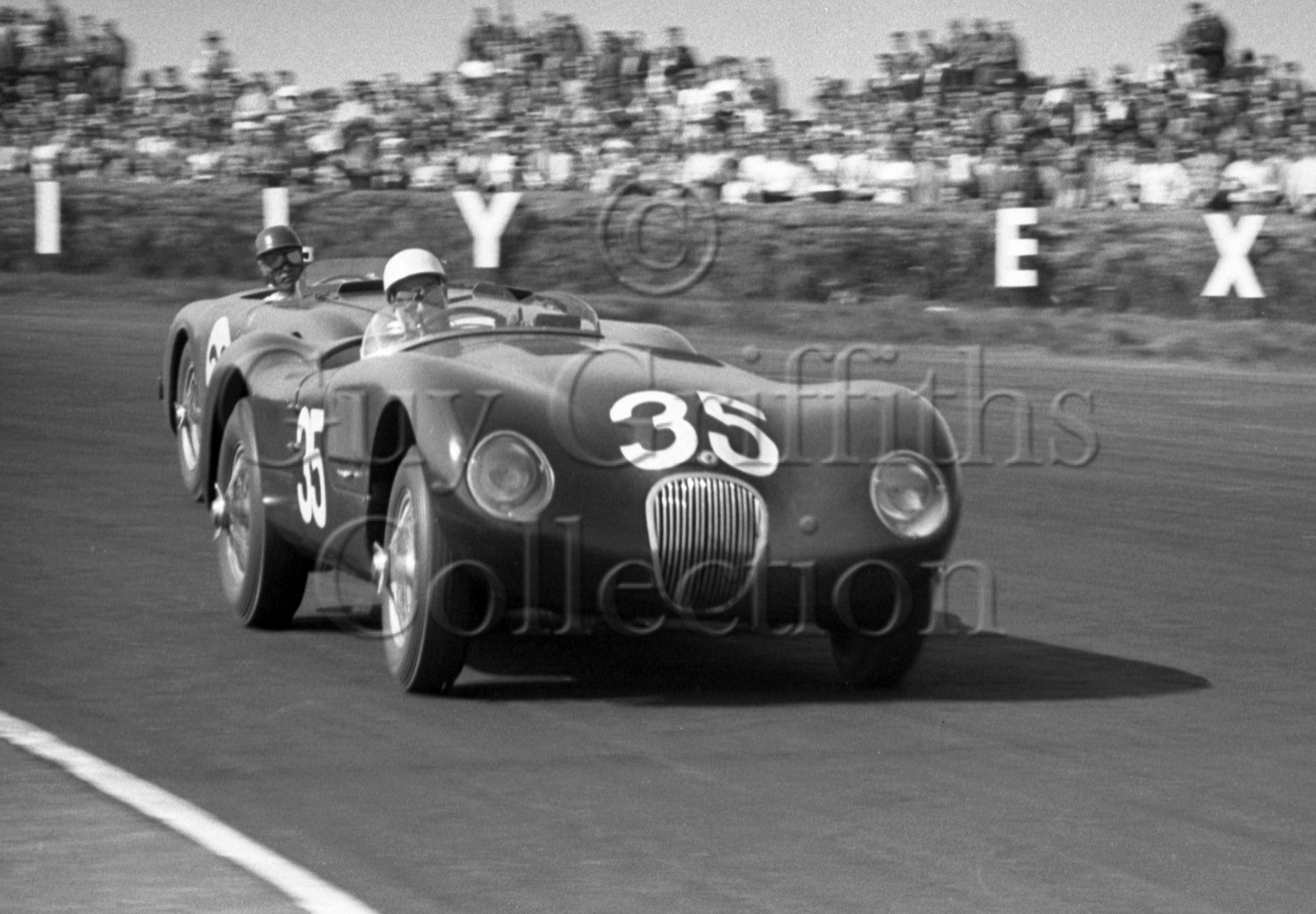 68-844–S-Moss–Jaguar–Silverstone–09-05-1953.jpg - The Guy Griffiths Collection
