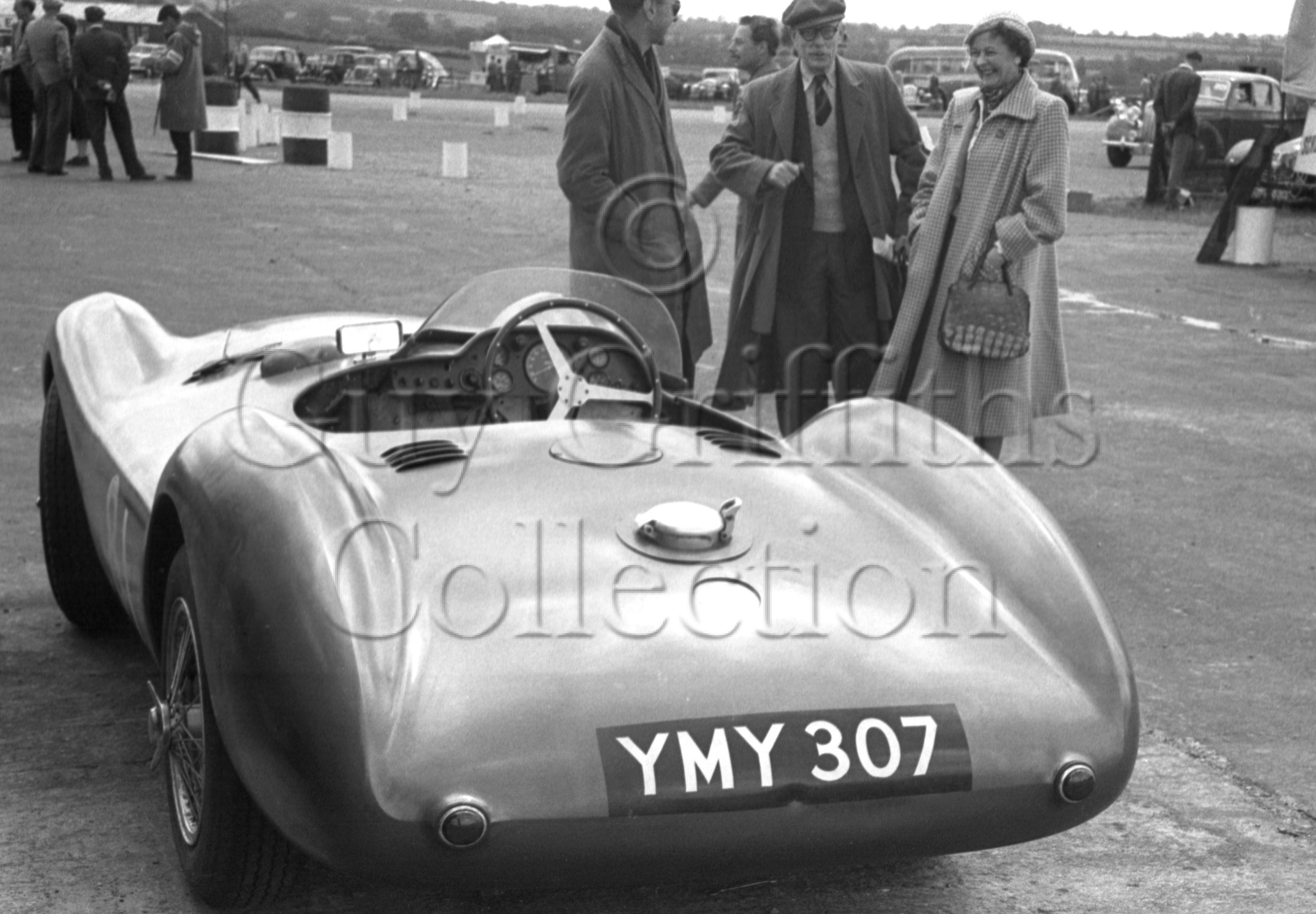 70-484–Aston-Martin-DBS3S–Snetterton–30-05-1953.jpg - The Guy Griffiths Collection