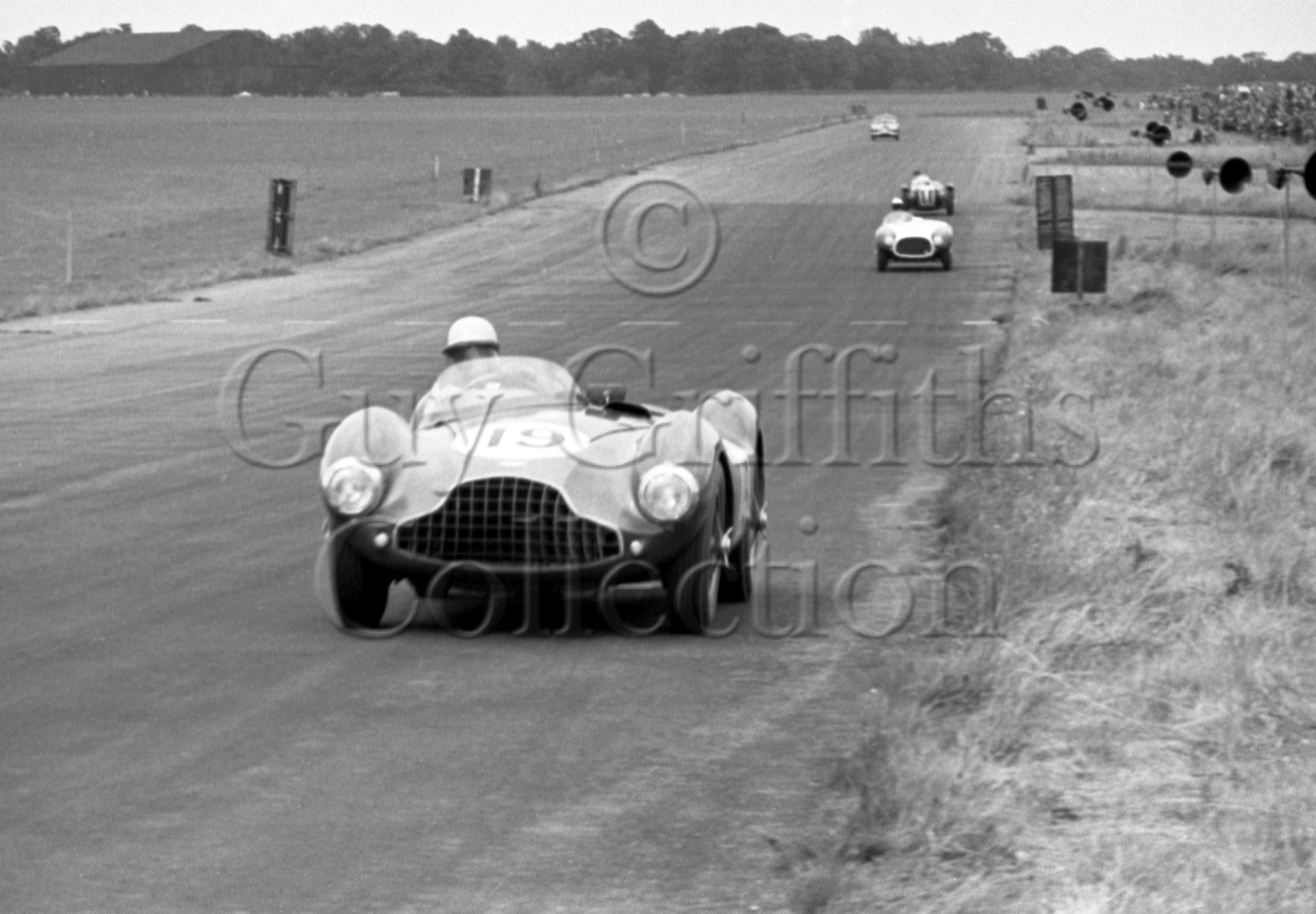 74-124–R-Salvadori–Aston-Martin–Silverstone–18-07-1953.jpg - The Guy Griffiths Collection