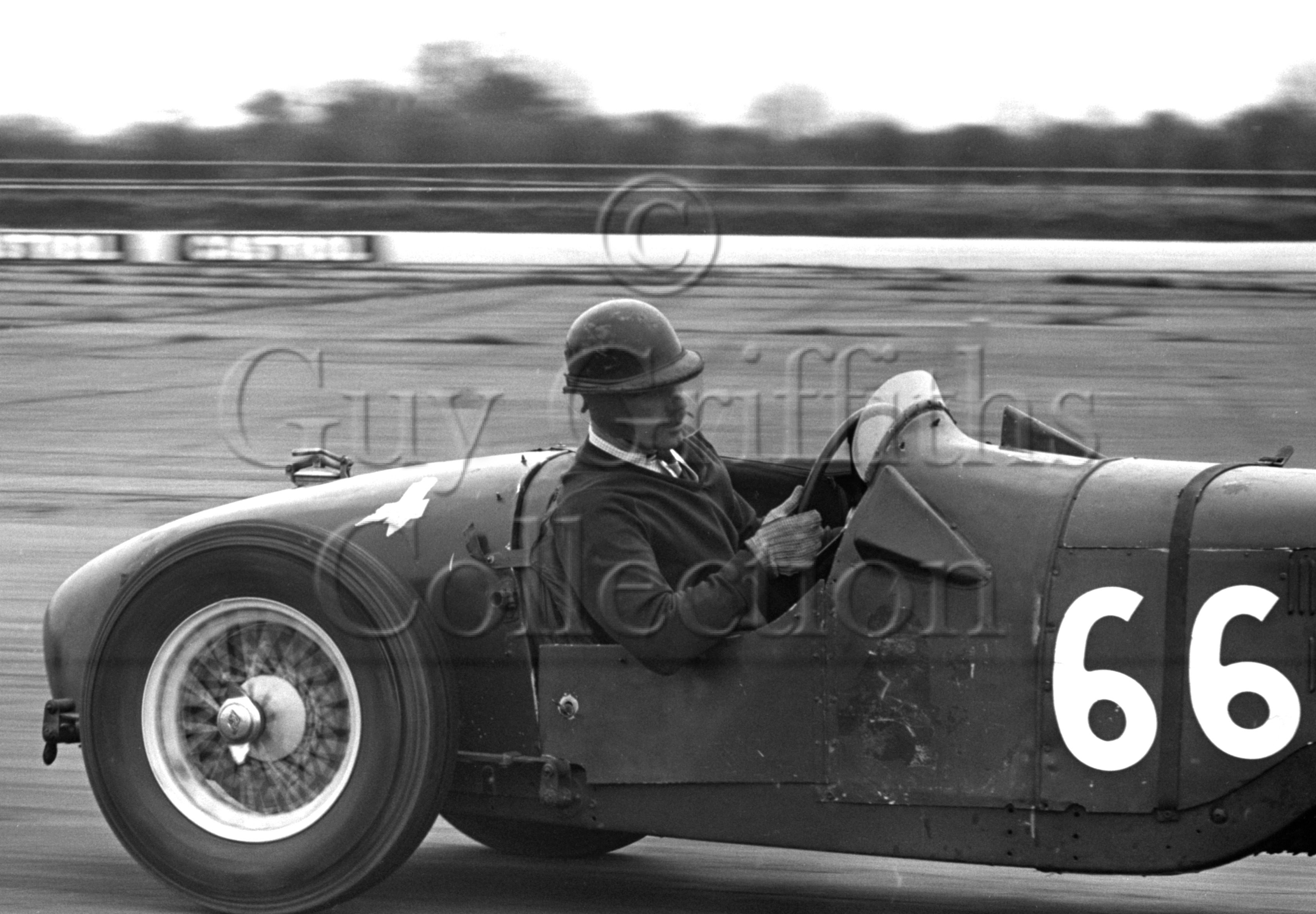 81-612–P-Binns–Riley–Silverstone–18-04-1964.jpg - The Guy Griffiths Collection