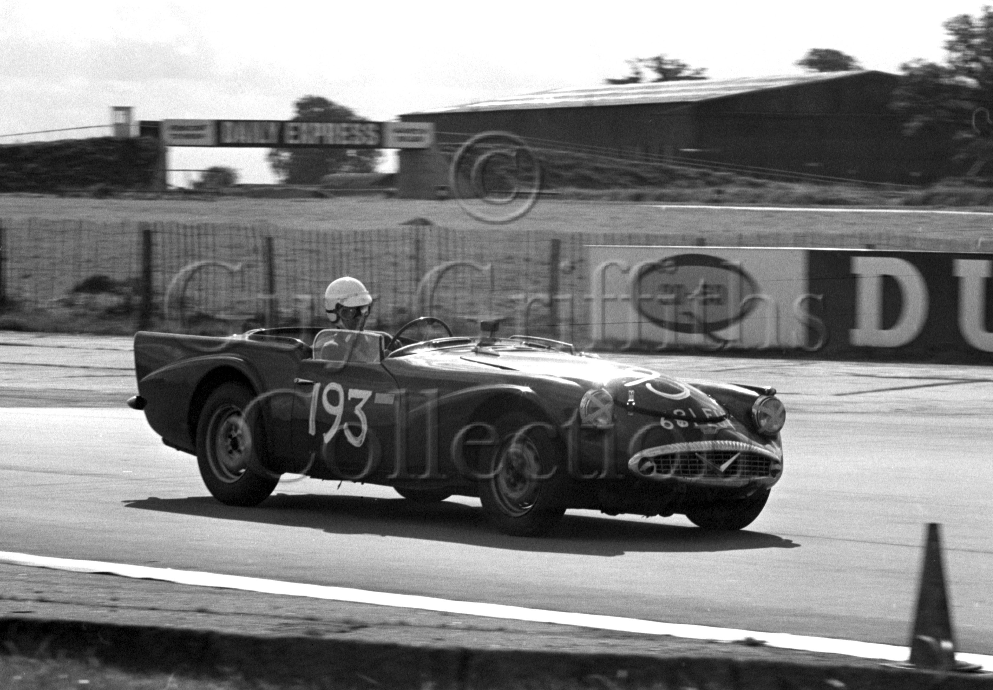 112-801–J-B-Brown–Daimler-SP250–Silverstone–21-09-1968.jpg - The Guy Griffiths Collection