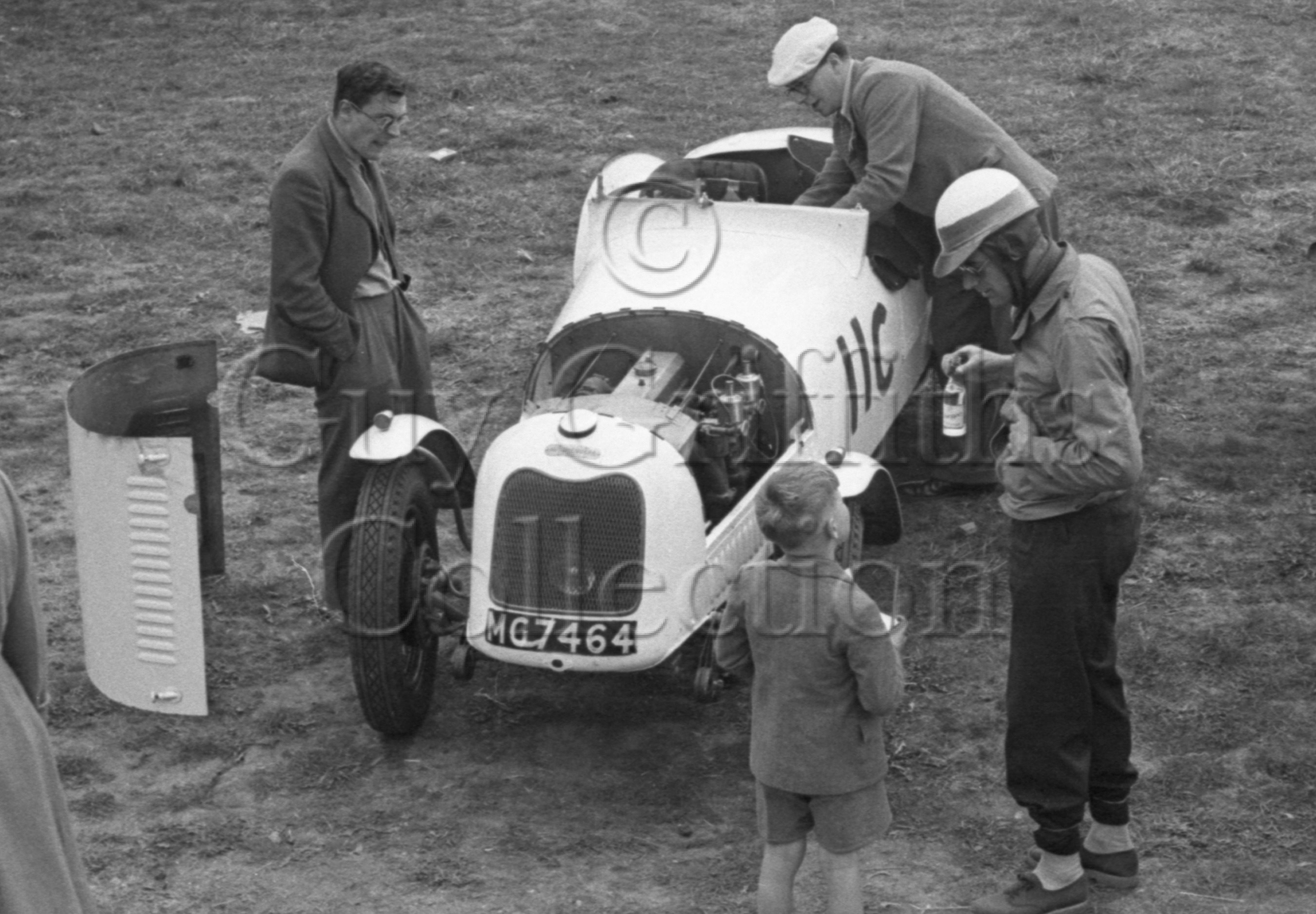 60-232–J-Tilling–Singer–Silverstone-30-08-1952.jpg - The Guy Griffiths Collection