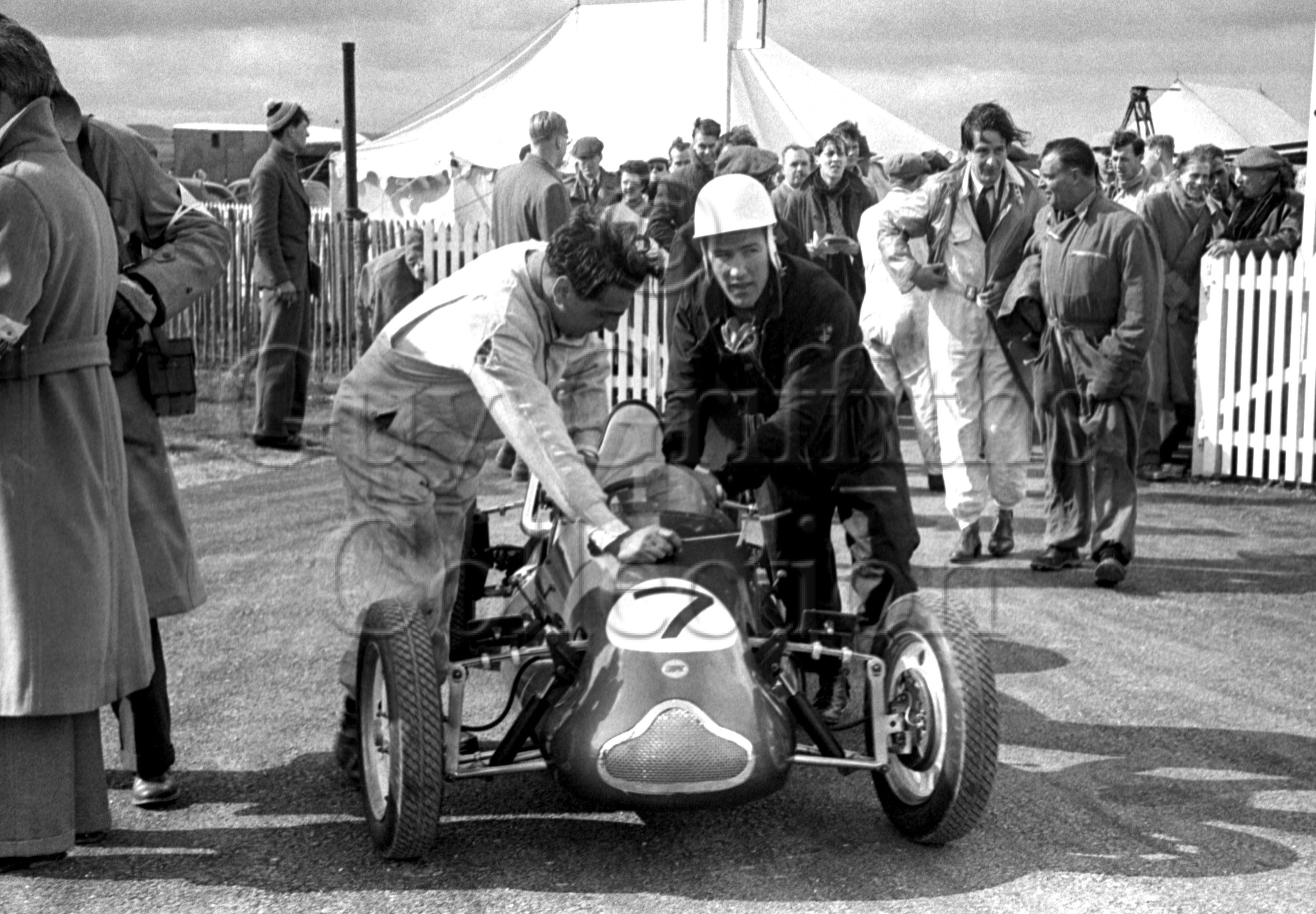 66-595–S-Moss–Cooper–Goodwood–06-04-1953.jpg - The Guy Griffiths Collection