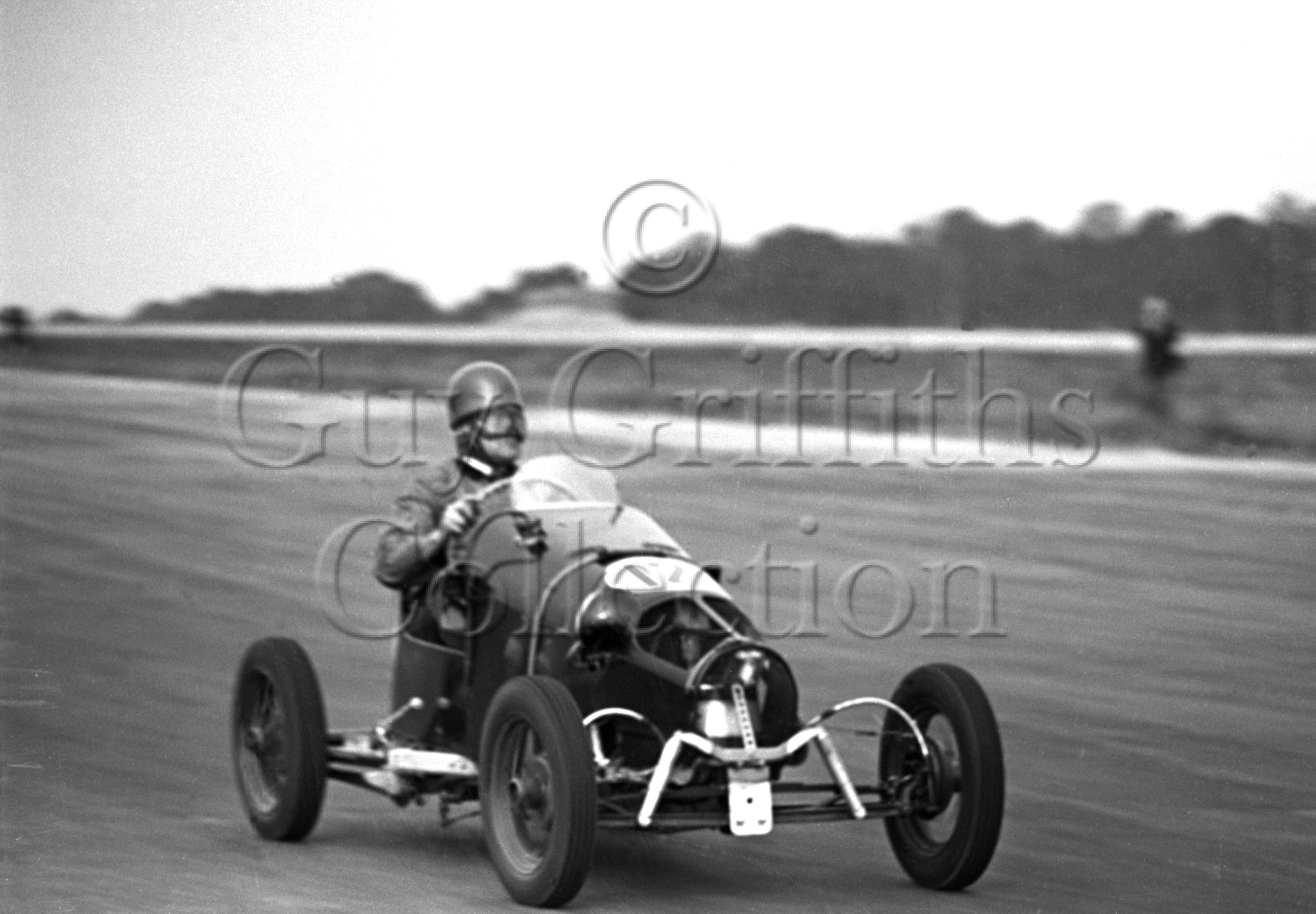 8-656–R-W-Phillips–Fairley–Silverstone–02-10-1948.jpg - The Guy Griffiths Collection