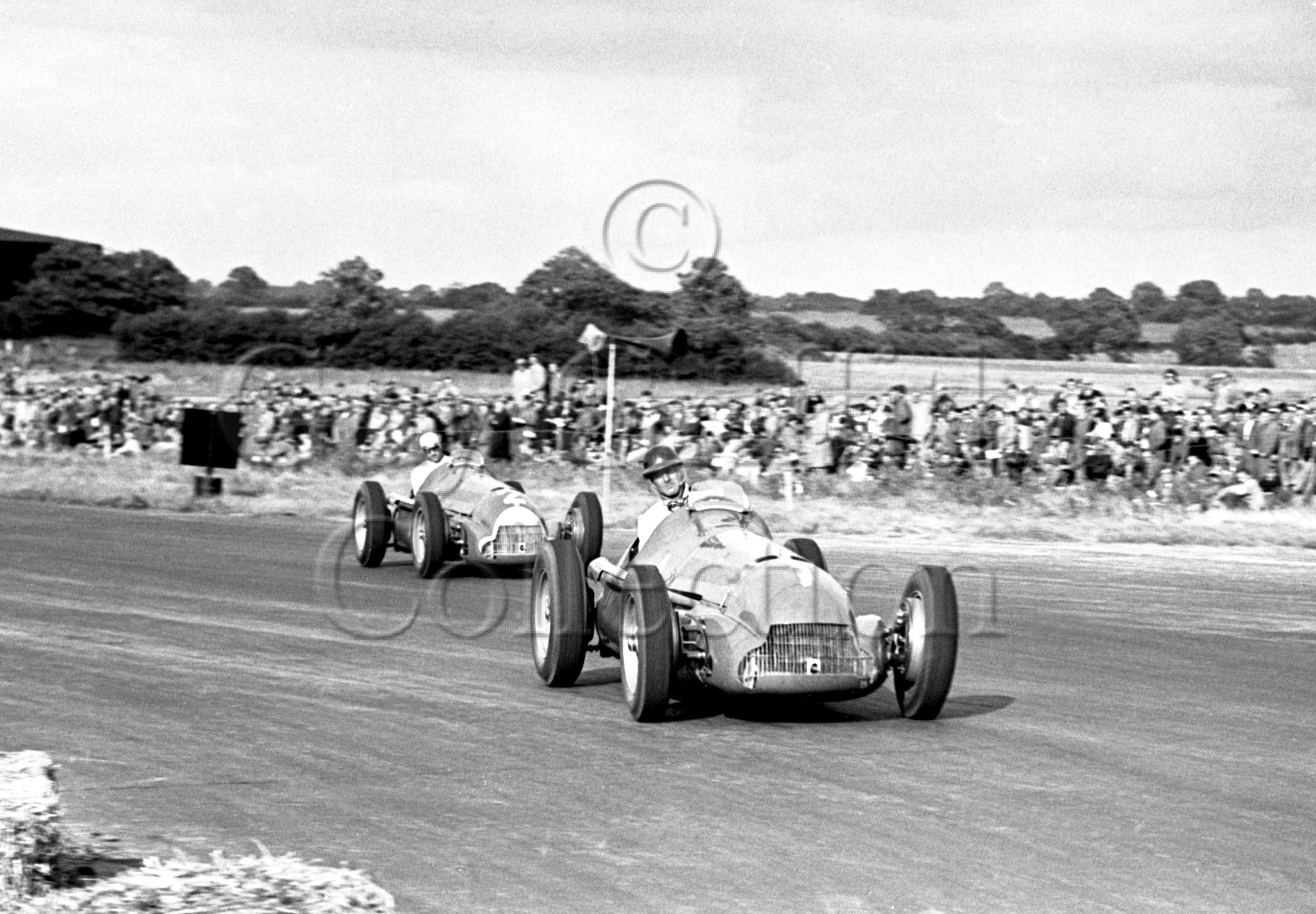 36-53–G-Farina–J-Fangio–Alfa-Romeo-158–Silverstone–26-08-1950.jpg - The Guy Griffiths Collection