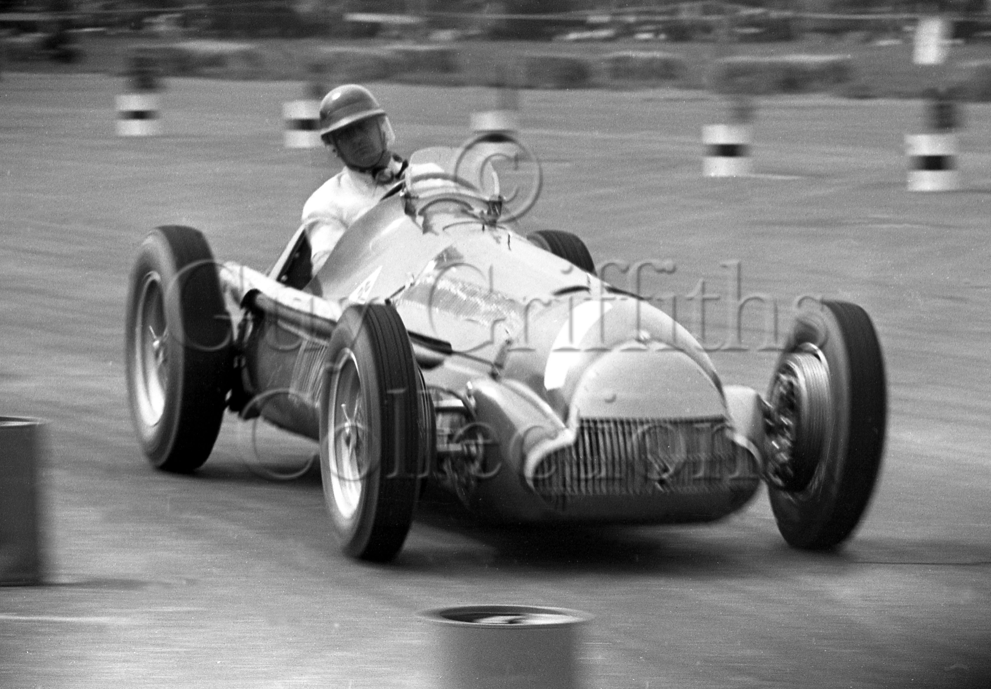 42-324–J-Fangio–Alfa-Romeo–Silverstone–05-05-1951.jpg - The Guy Griffiths Collection
