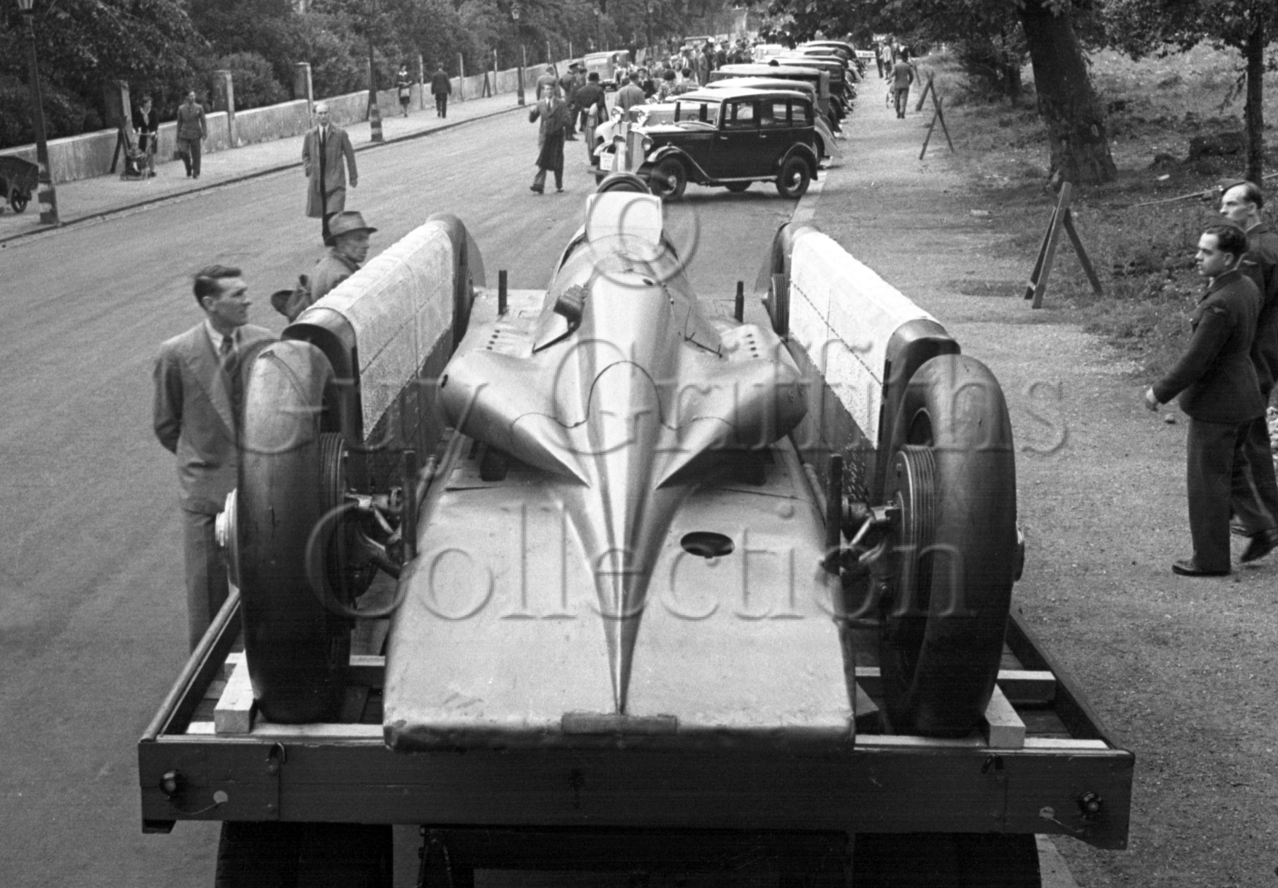 01-916–Irving-Napier-Golden-Arrow–Regents-Park–29-07-1946.jpg - Guy Griffiths Collection