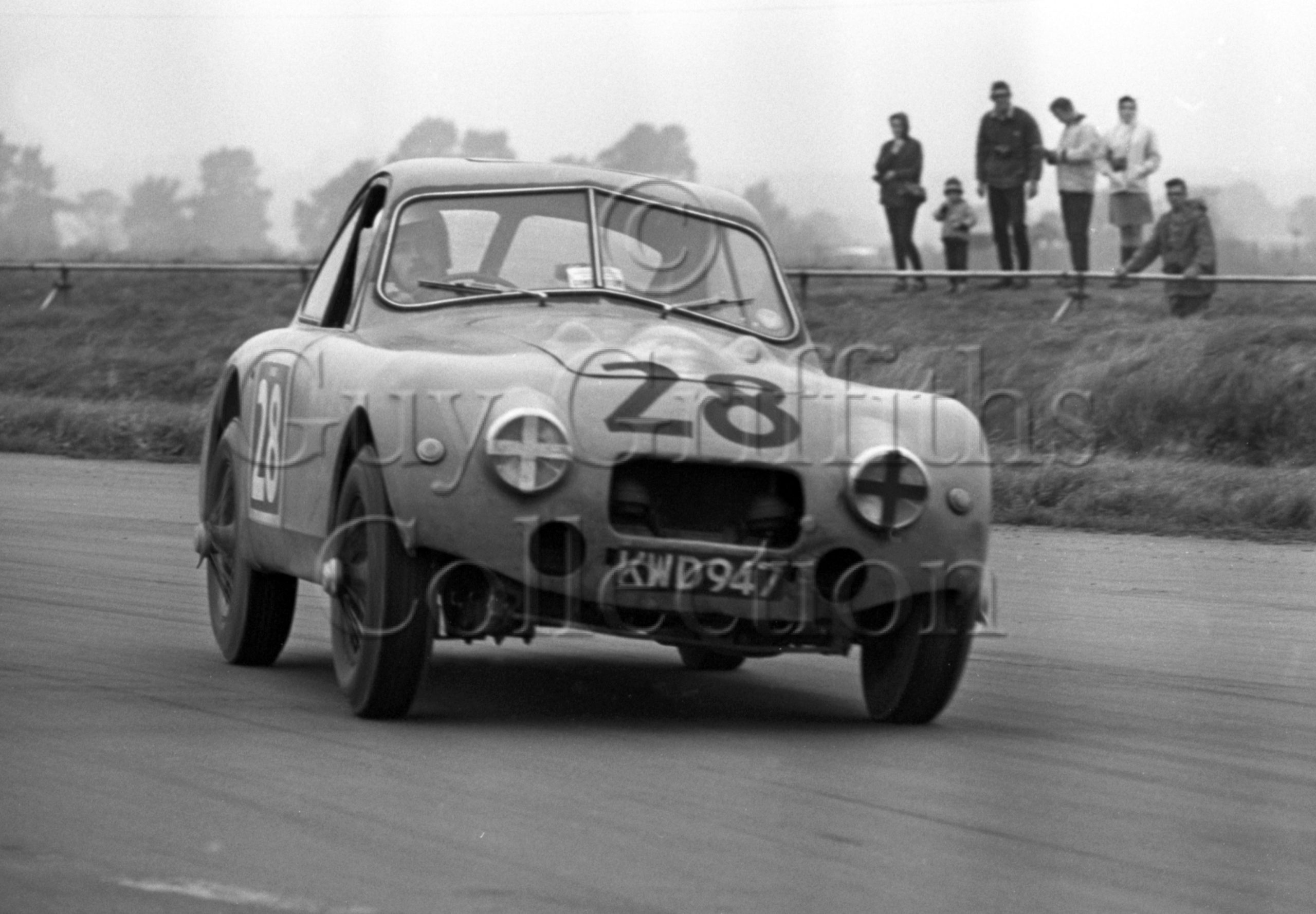 113-685–R-Ellis–Nash-Healey–Silverstone–19-10-1968.jpg - Guy Griffiths Collection