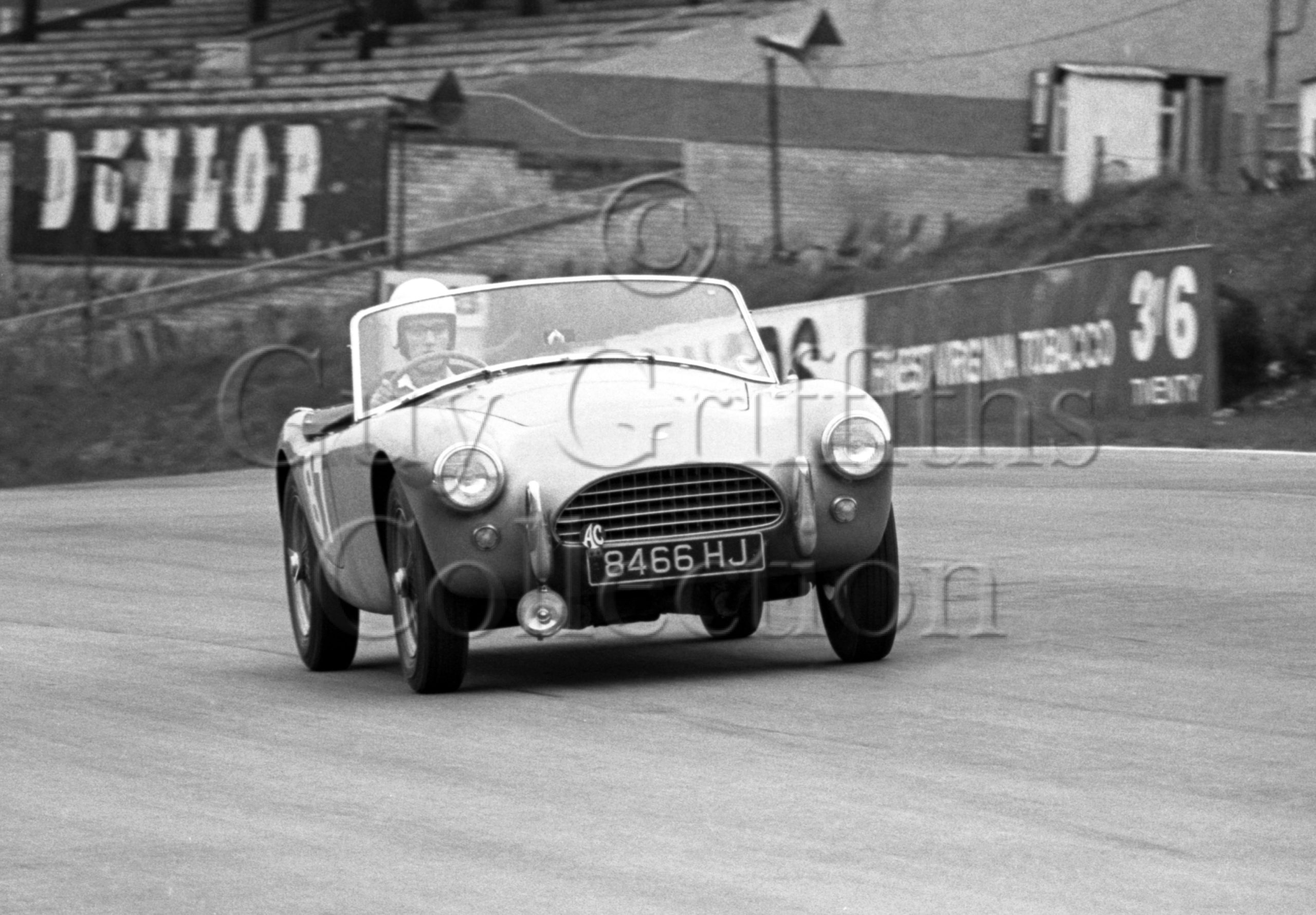 81-14–R-Harkness–AC-Ace–Brands-Hatch–12-04-1964.jpg - Guy Griffiths Collection