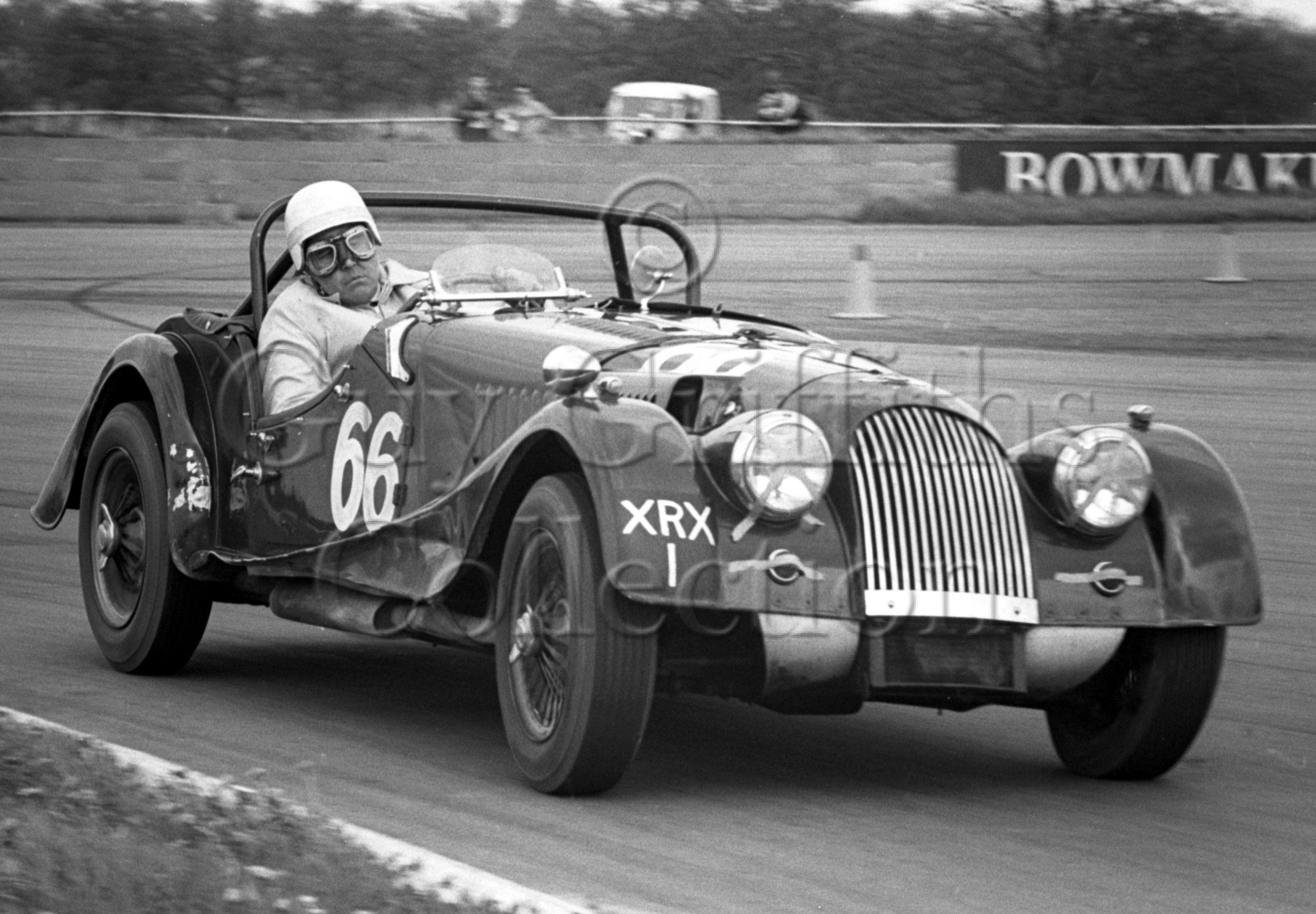 82-526–B-Fielding–Morgan-Plus-4–Silverstone–09-05-1964.jpg - Guy Griffiths Collection