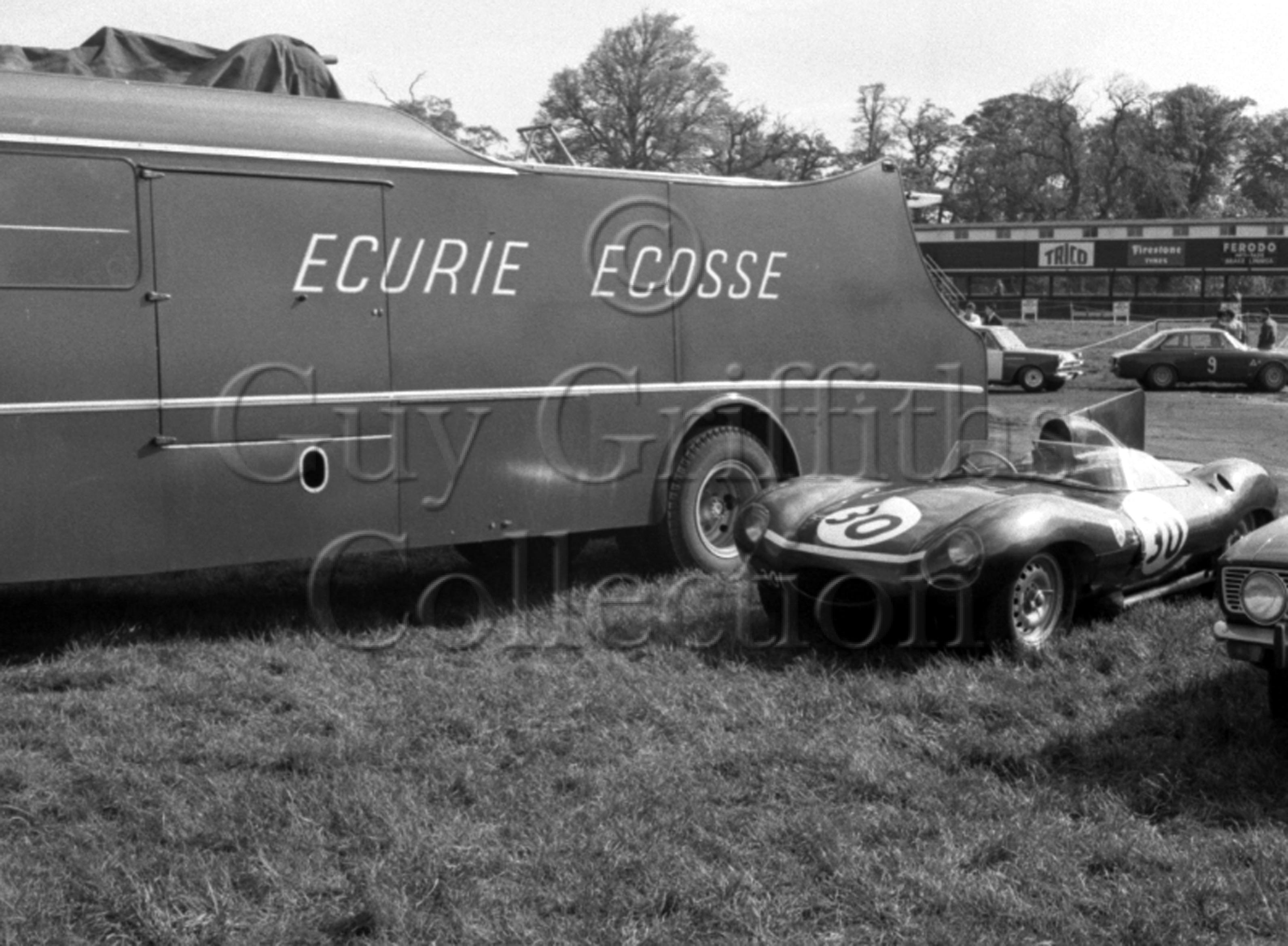 105-691–Ecurie-Ecosse-transporter–Griffiths-Formula–Oulton-Park–29-05-1967.jpg - Guy Griffiths Collection