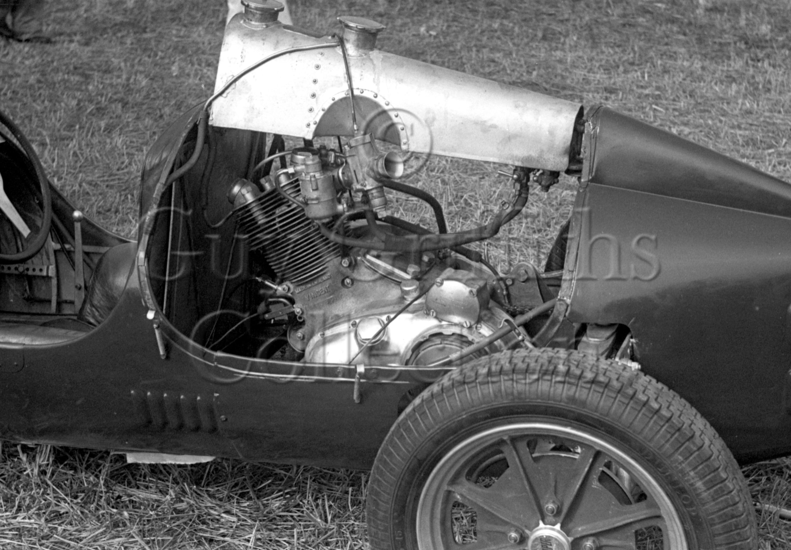 29-804-B–Vincent-engine–Silverstone–13-05-1950.psd.jpg - Guy Griffiths Collection