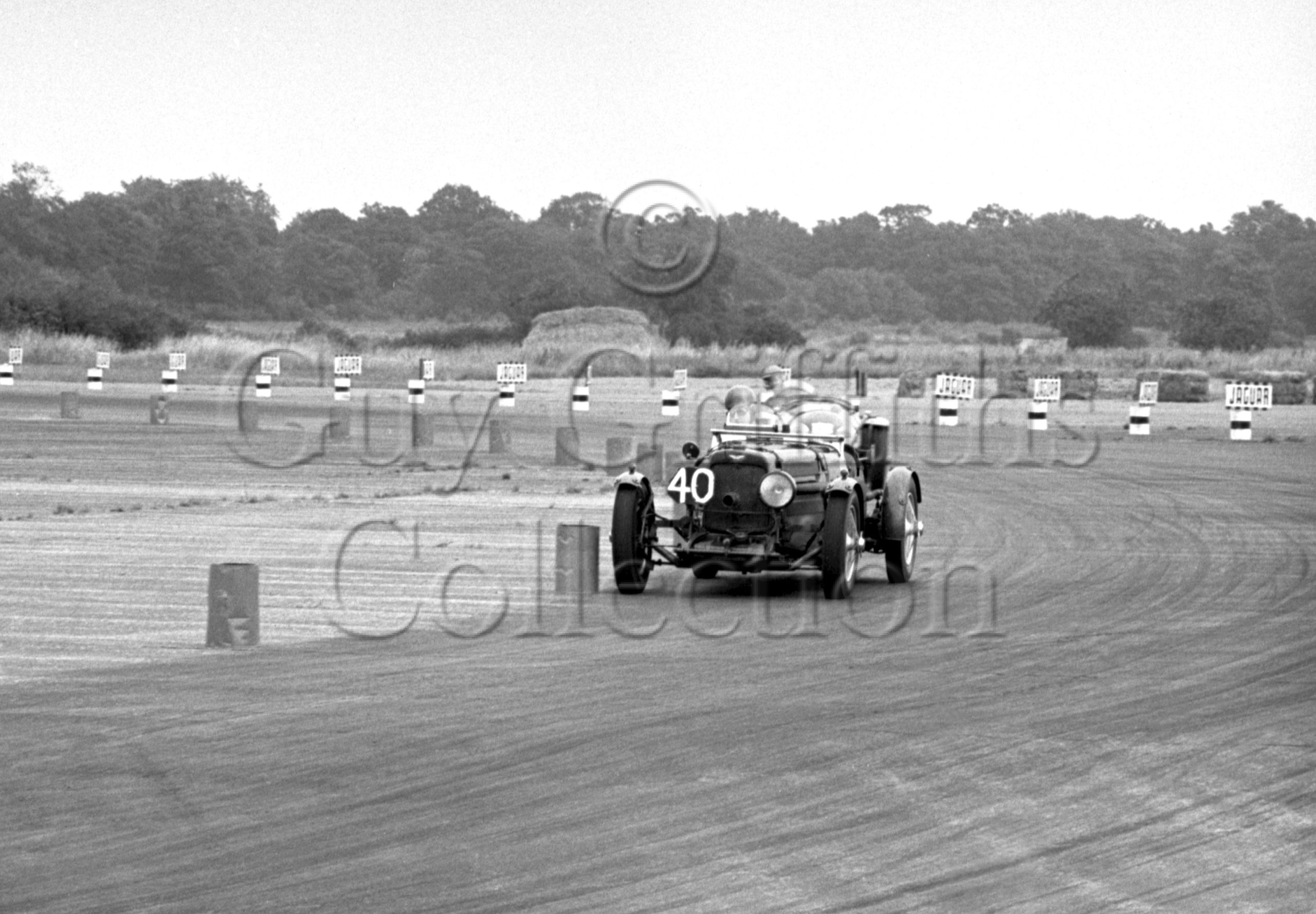 47-1002–R-F-McNab-Meredith–Aston-Martin-CMC-614–Silverstone–28-07-1951.jpg - Guy Griffiths Collection