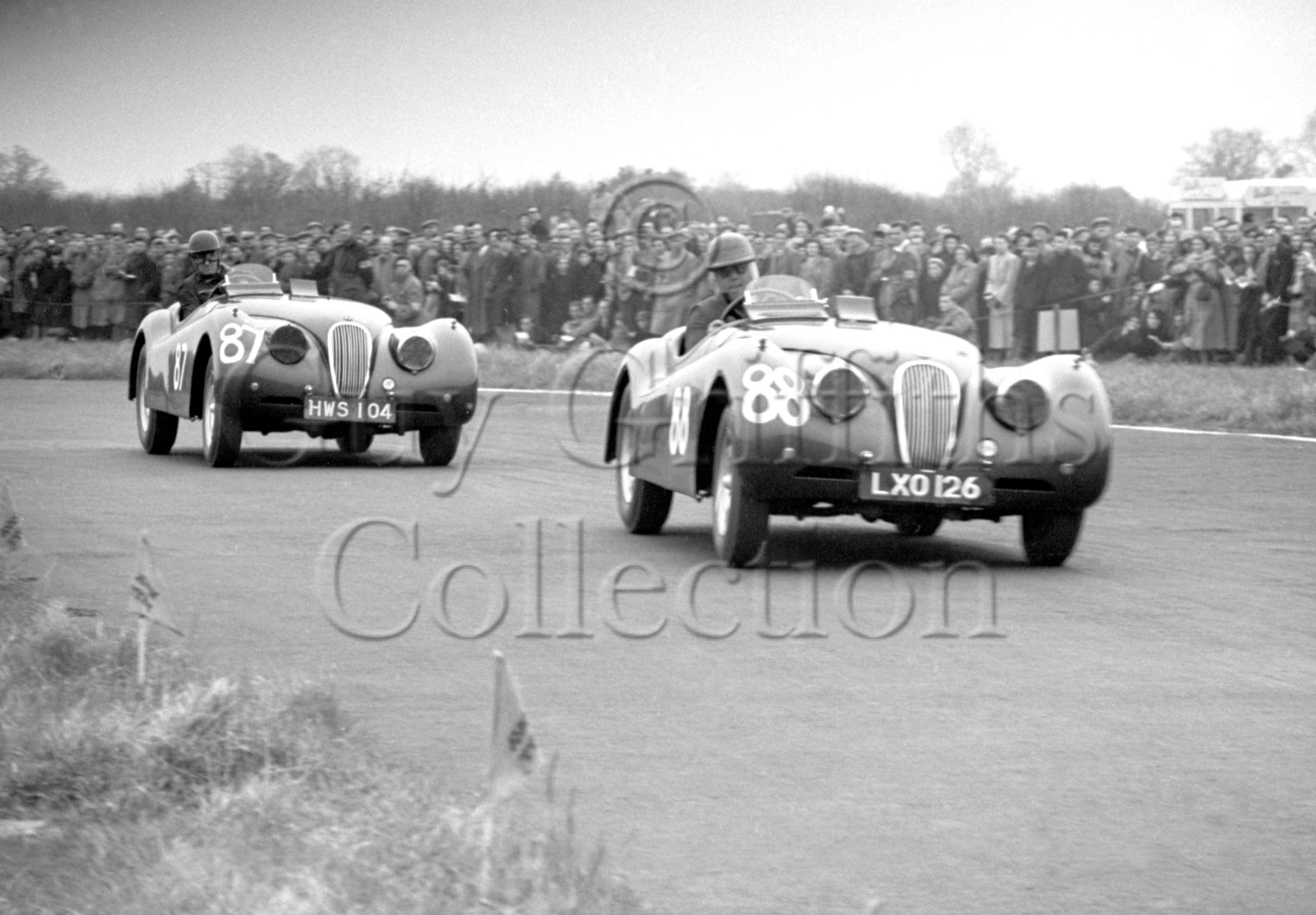 52-172—J-L-M-Scott-Douglas–Jaguar-XK-120-LXO-126–Castle-Combe–12-04-1952.jpg - Guy Griffiths Collection