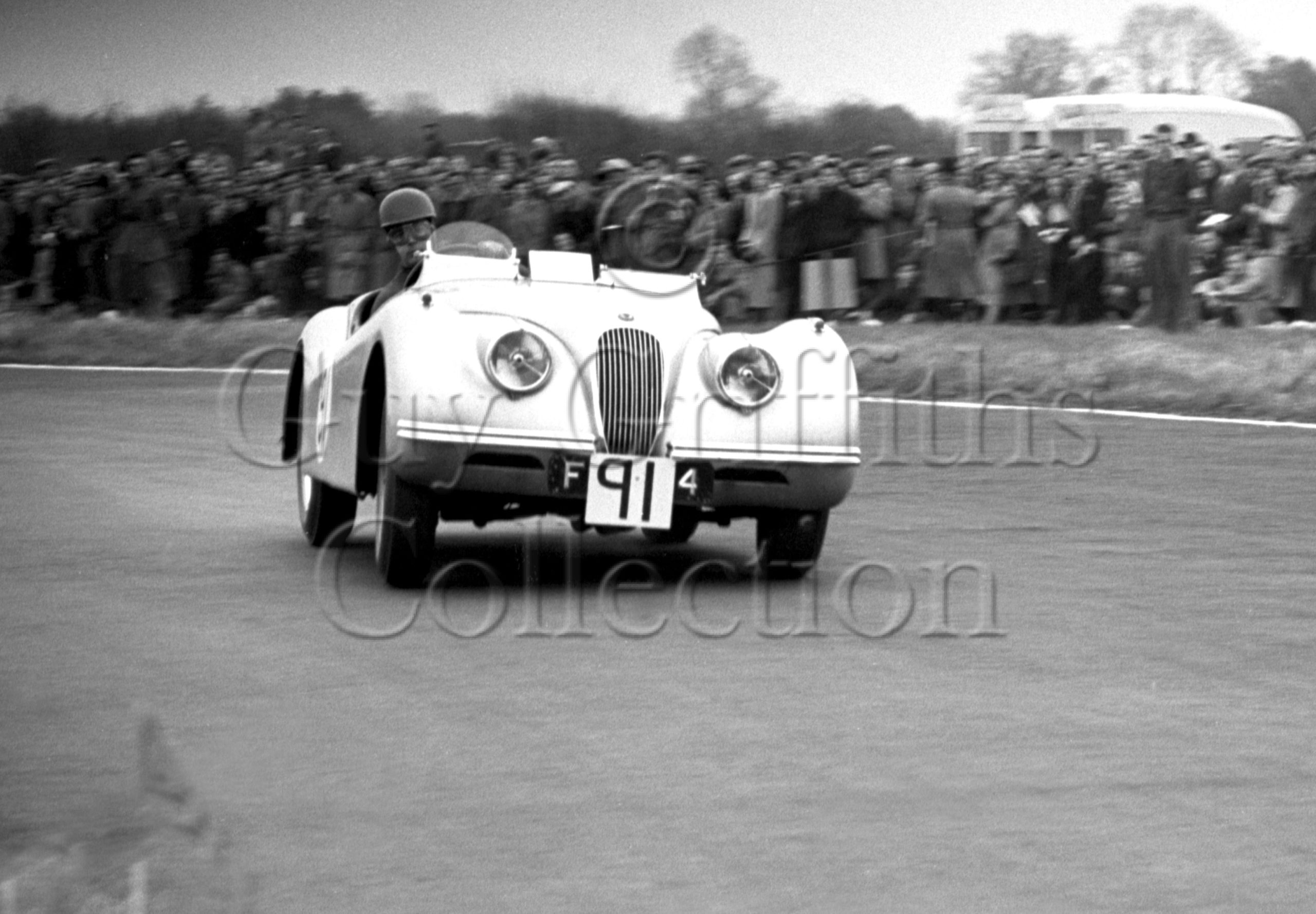52-186–J-Riseley-Prichard–Jaguar-XK-120-FPN-124–Castle-Combe–12-04-1952.jpg - Guy Griffiths Collection