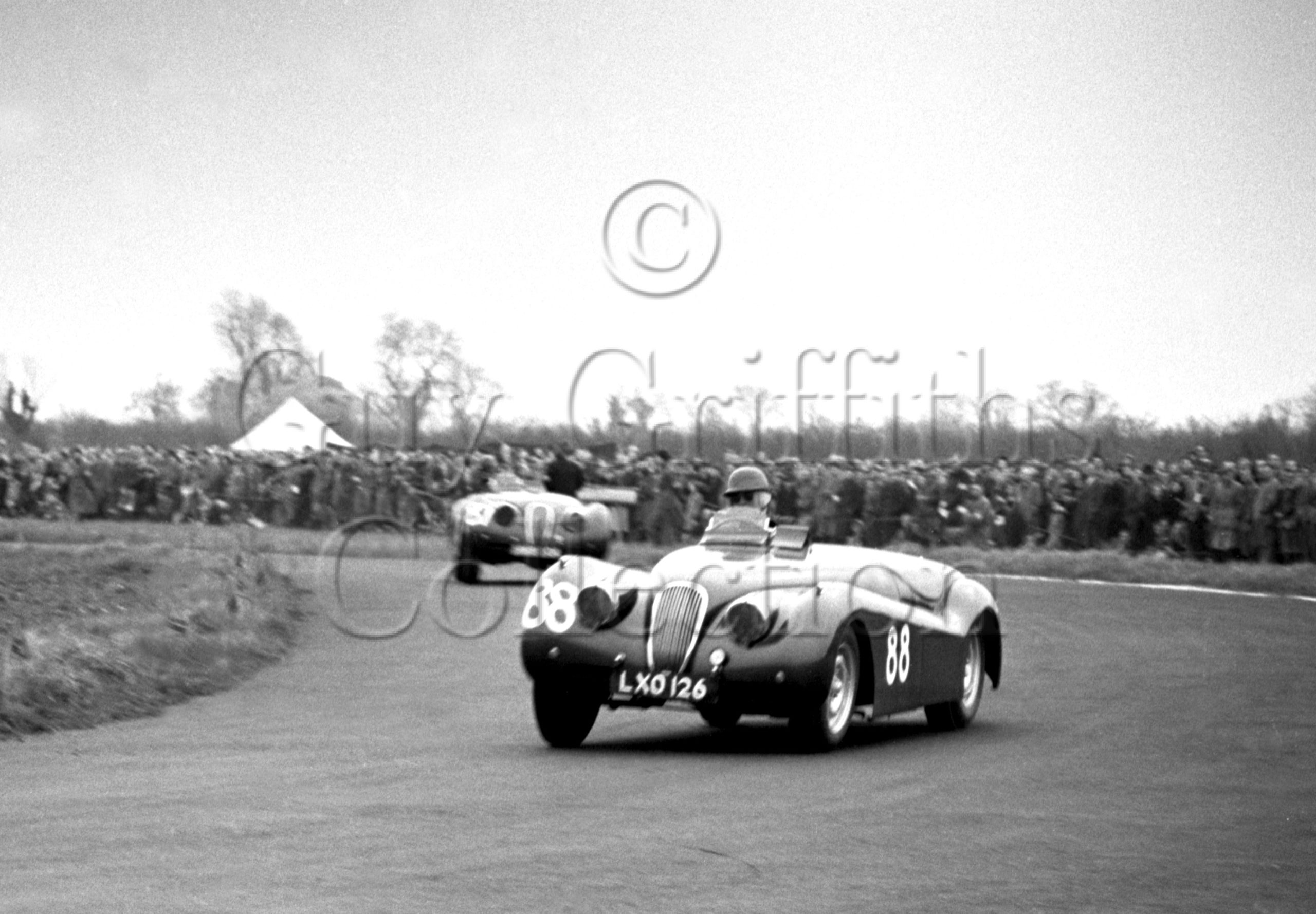 52-281—J-L-M-Scott-Douglas–Jaguar-XK-120-LXO-126–Castle-Combe–12-04-1952.jpg.jpg - Guy Griffiths Collection