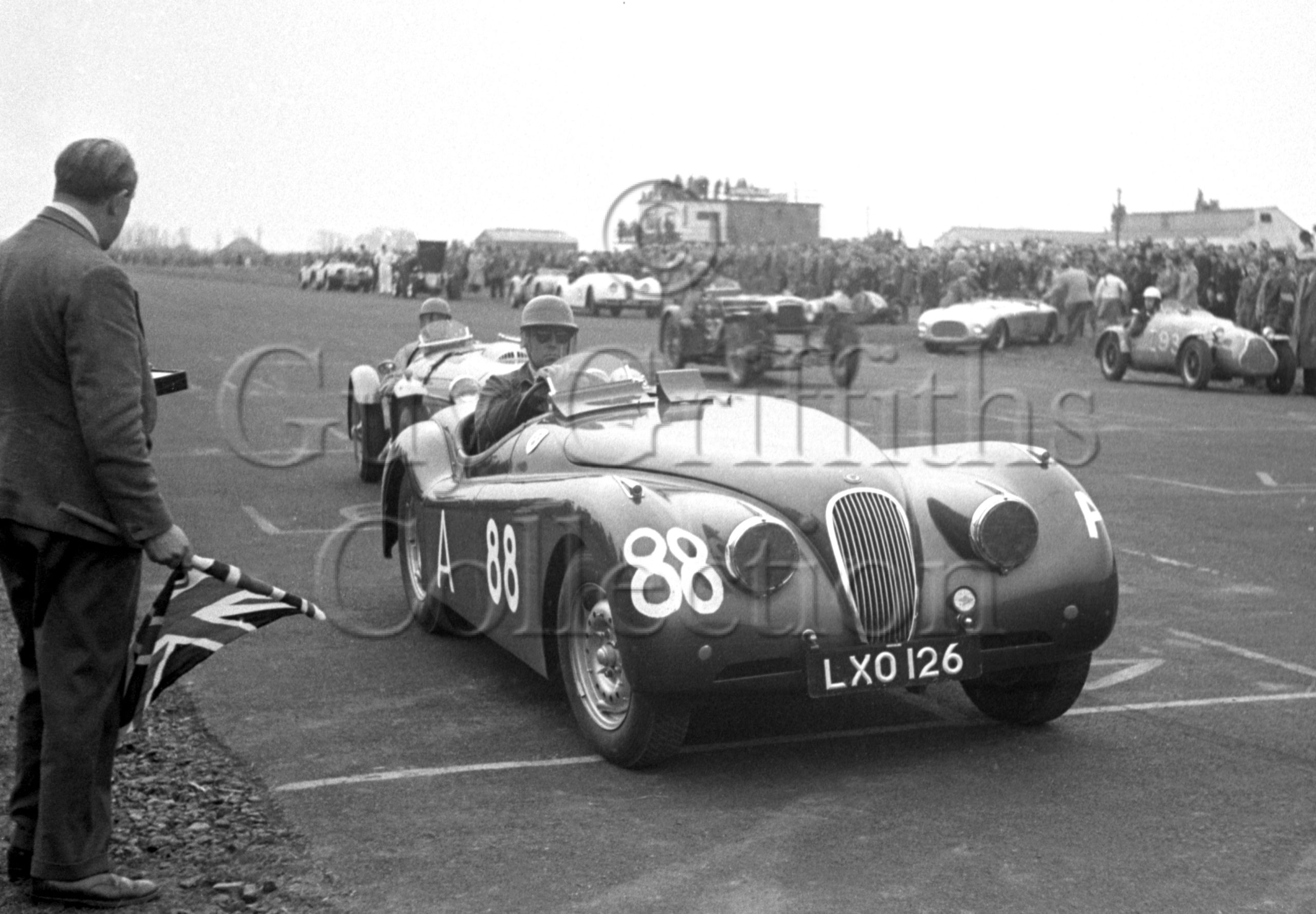52-481—J-L-M-Scott-Douglas–Jaguar-XK-120-LXO-126–Castle-Combe–12-04-1952.jpg.jpg - Guy Griffiths Collection