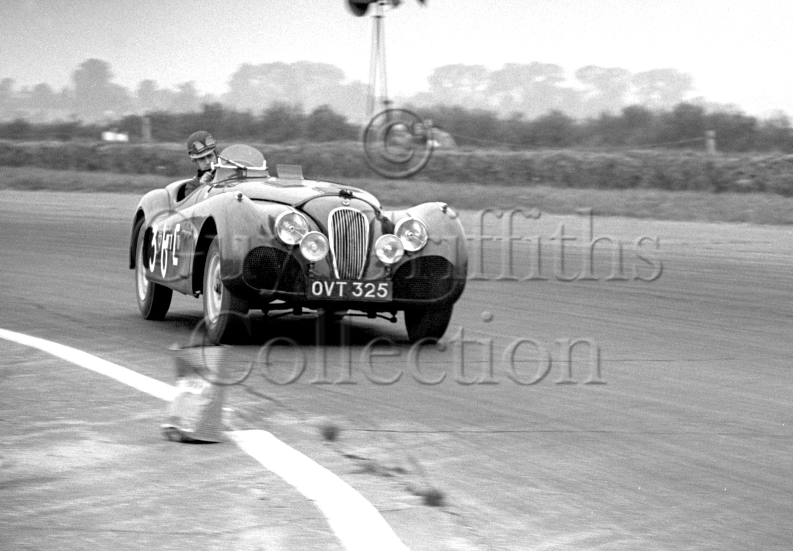 60-384–J-Swift–Jaguar-XK120–OVT-325–Silverstone–30-08-1952.jpg - Guy Griffiths Collection