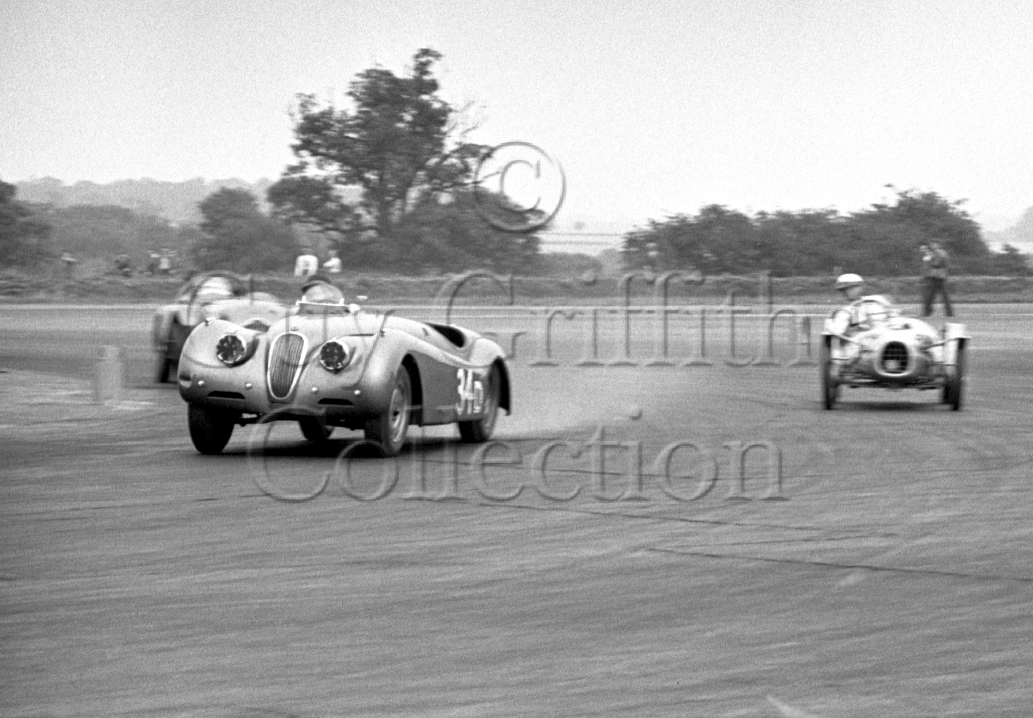 60-545–P-Blond–Jaguar–Silverstone–30-08-1952.jpg - Guy Griffiths Collection