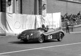 60-866–M-Levy–Jaguar-XK-120-AJK-48–Brighton–06-09-1952.jpg - Guy Griffiths Collection
