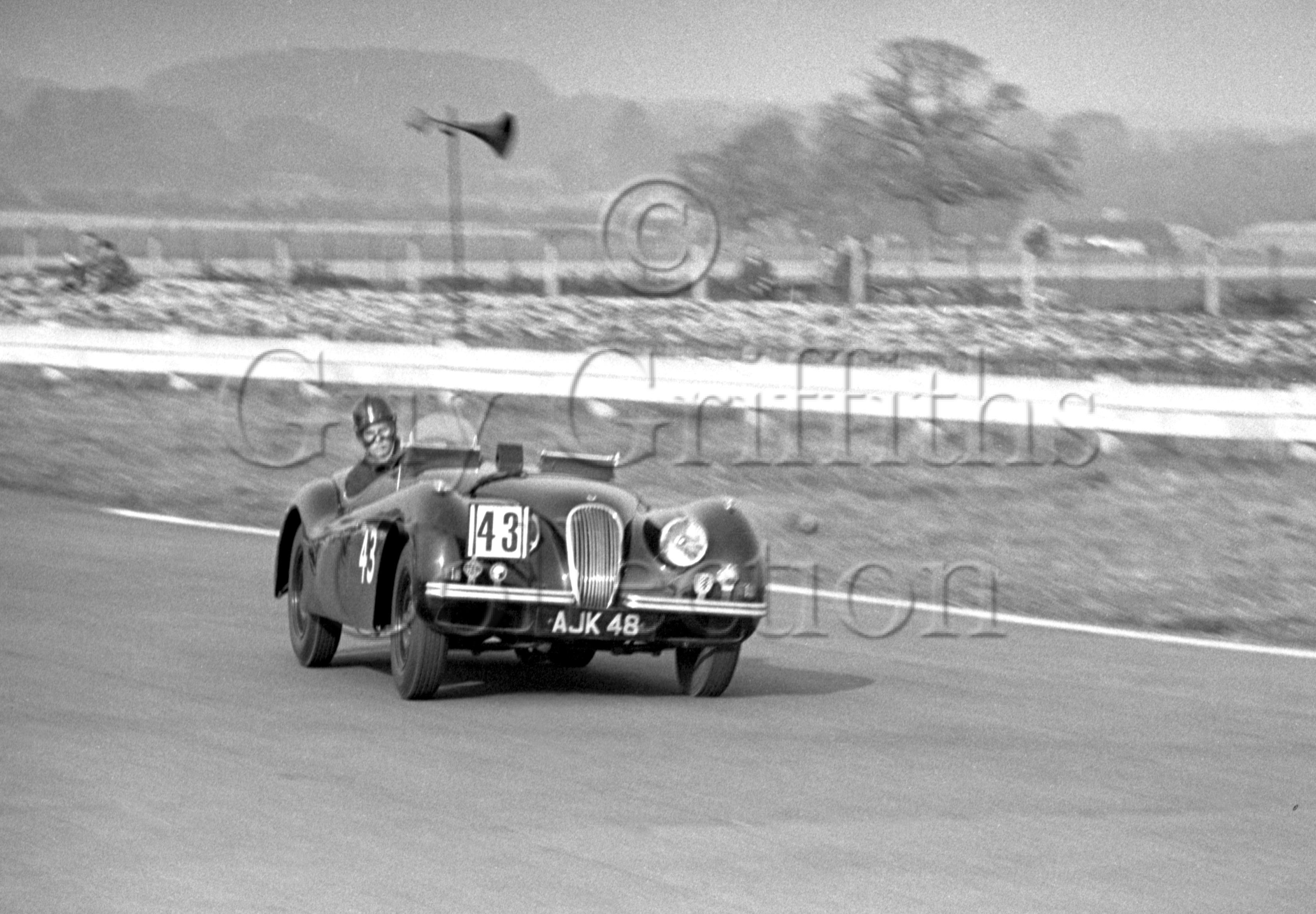 65-376–M-Levy–Jaguar-XK-120-AJK-48–Goodwood–21-03-1953.jpg - Guy Griffiths Collection