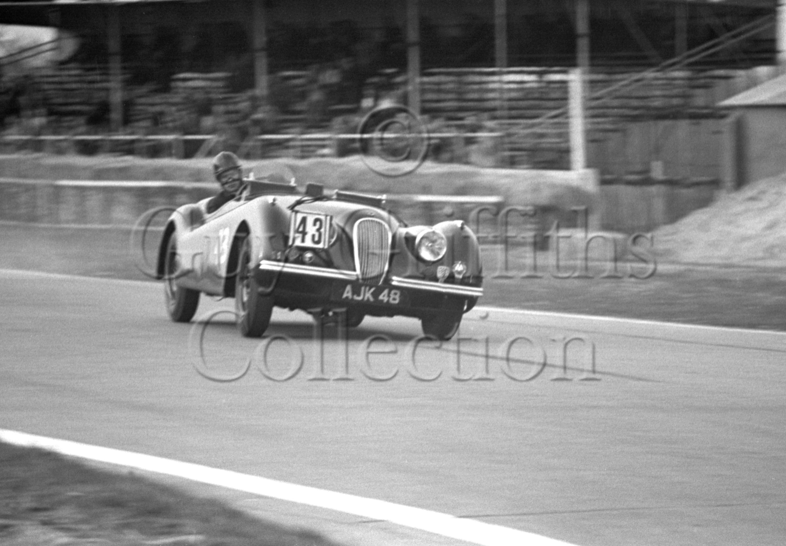 65-574–M-Levy–Jaguar-XK-120-AJK-48–Goodwood–21-03-1953.jpg - Guy Griffiths Collection