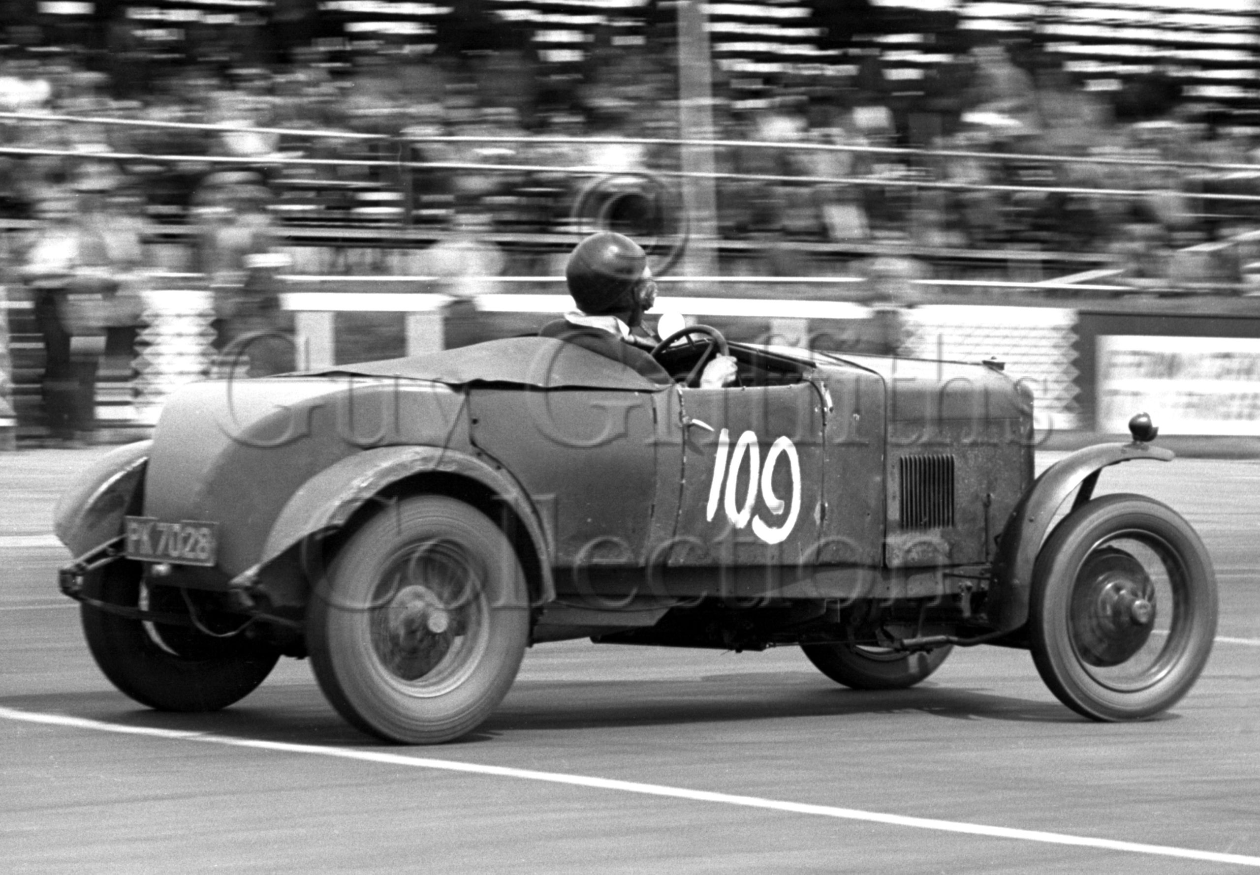 73-421–L-Beavis–Riley–Silverstone–11-07-1953.jpg - Guy Griffiths Collection