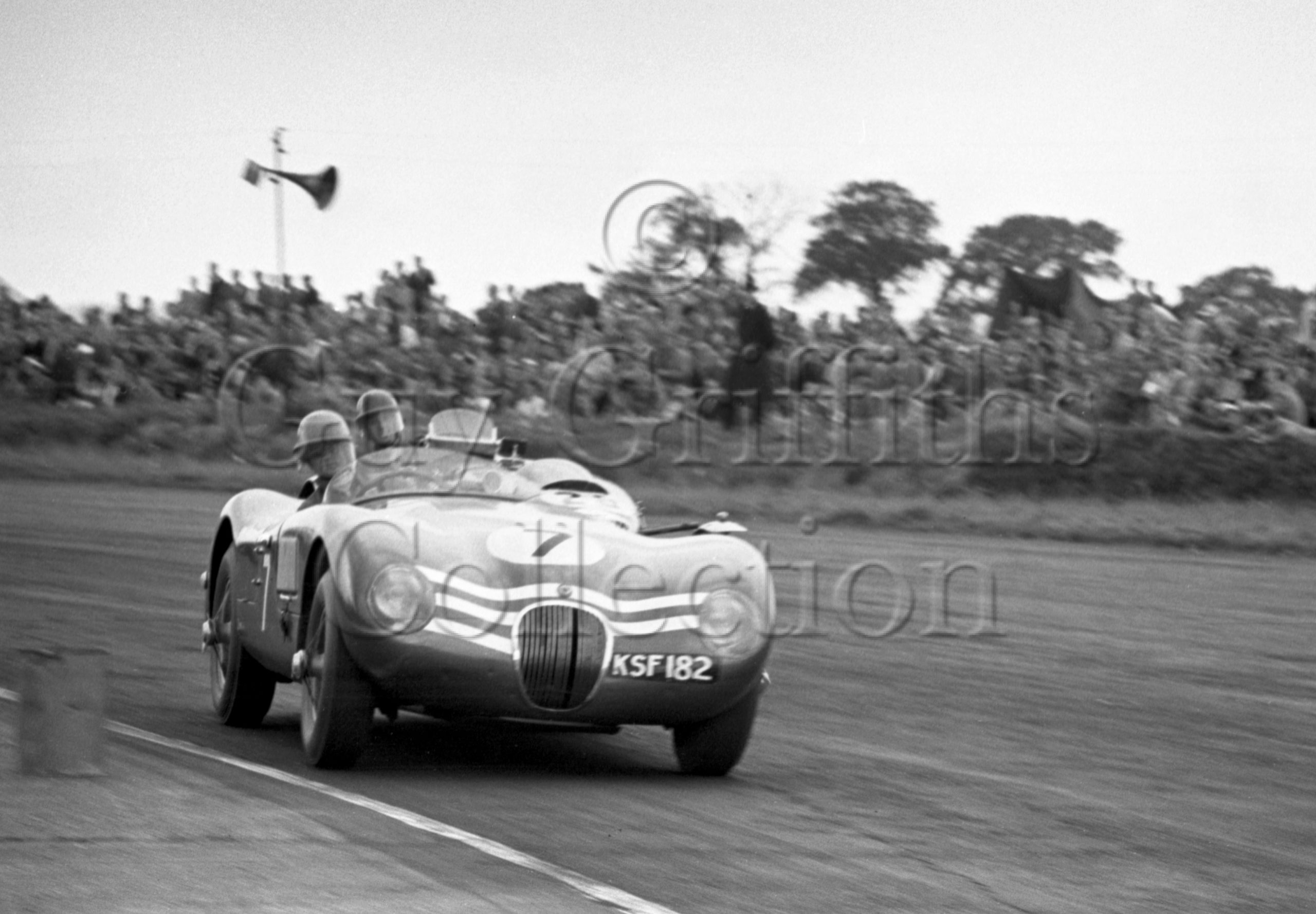 74-75–N-Sanderson–Jaguar-C-Type-KSF-182–Silverstone–18-07-1953.jpg - Guy Griffiths Collection
