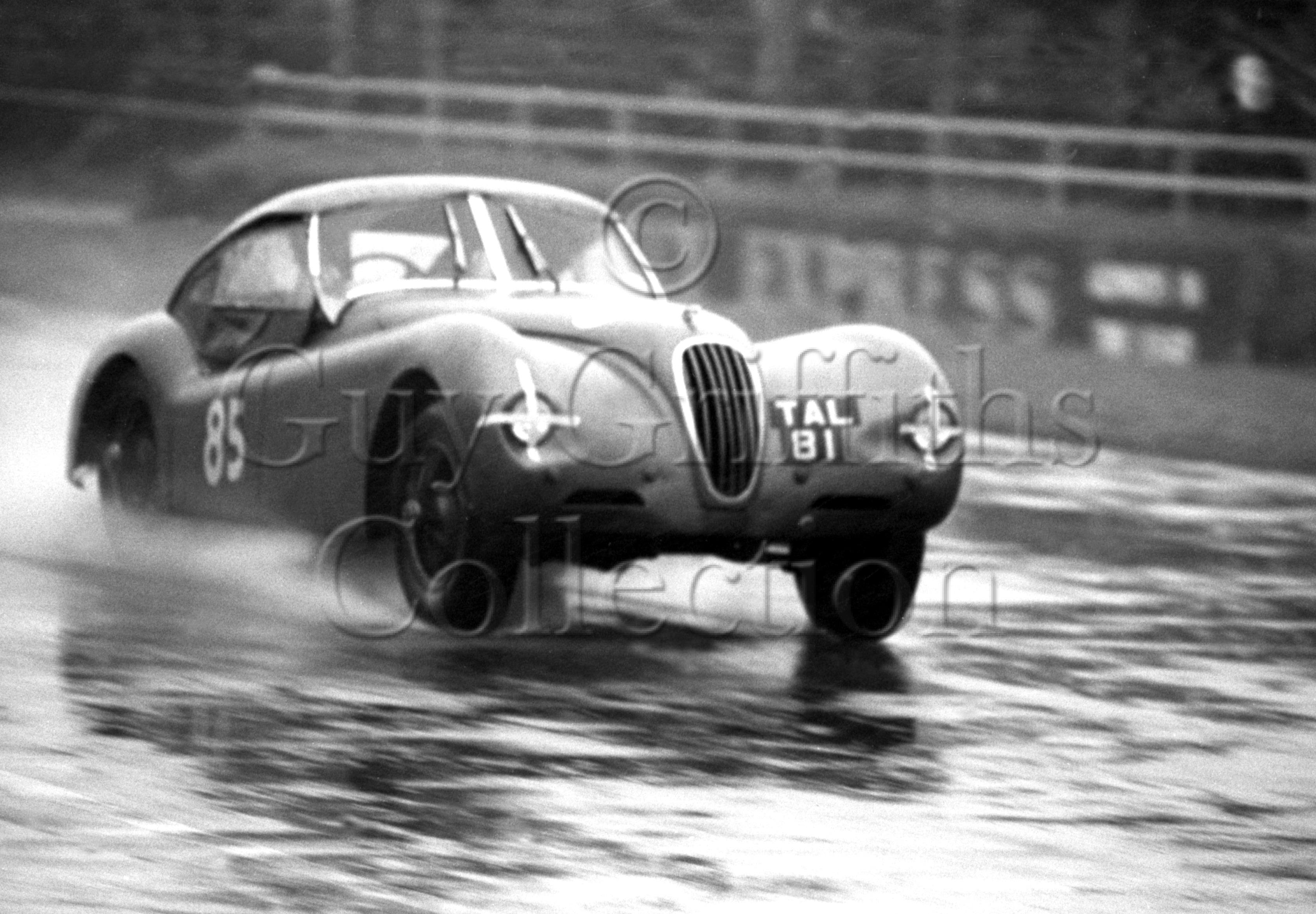 76-831–W-Llewellyn–Jaguar-XK-120-TAL-81–Silverstone–03-08-1963.jpg - Guy Griffiths Collection